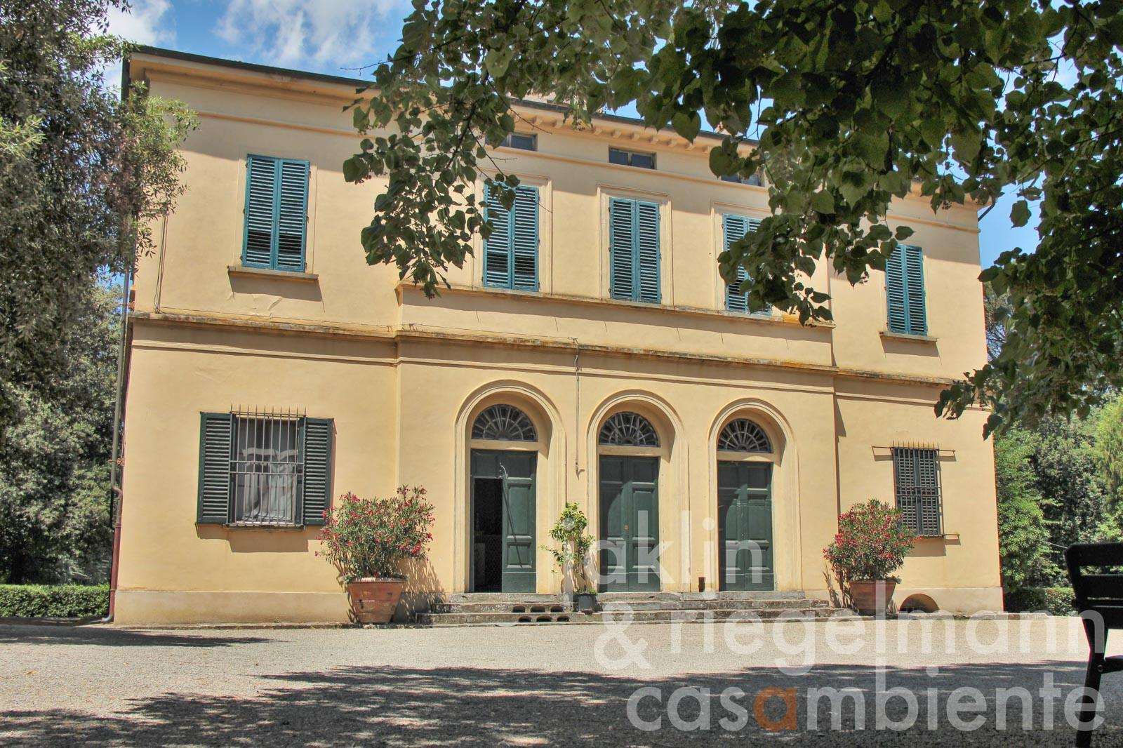 Historic Tuscan Tenuta out of the 17th century for sale with villa and annexe buildings