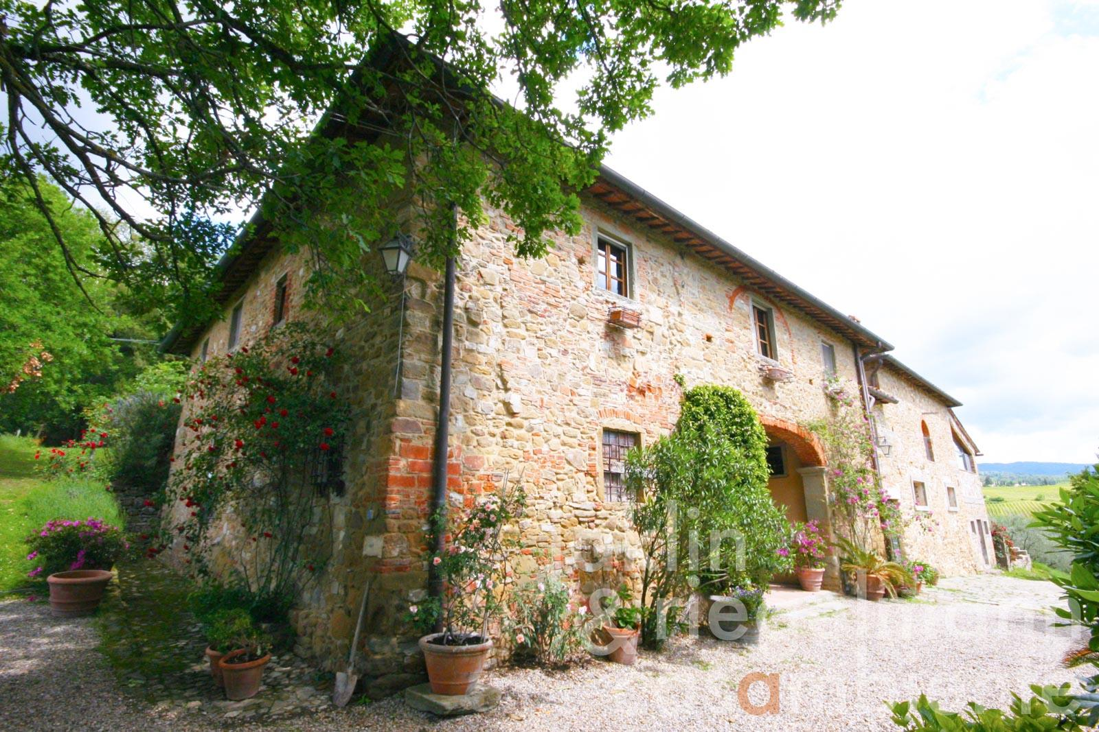 The small DOCG Chianti Classico winery for sale with characteristic country house close to Greve in Chianti