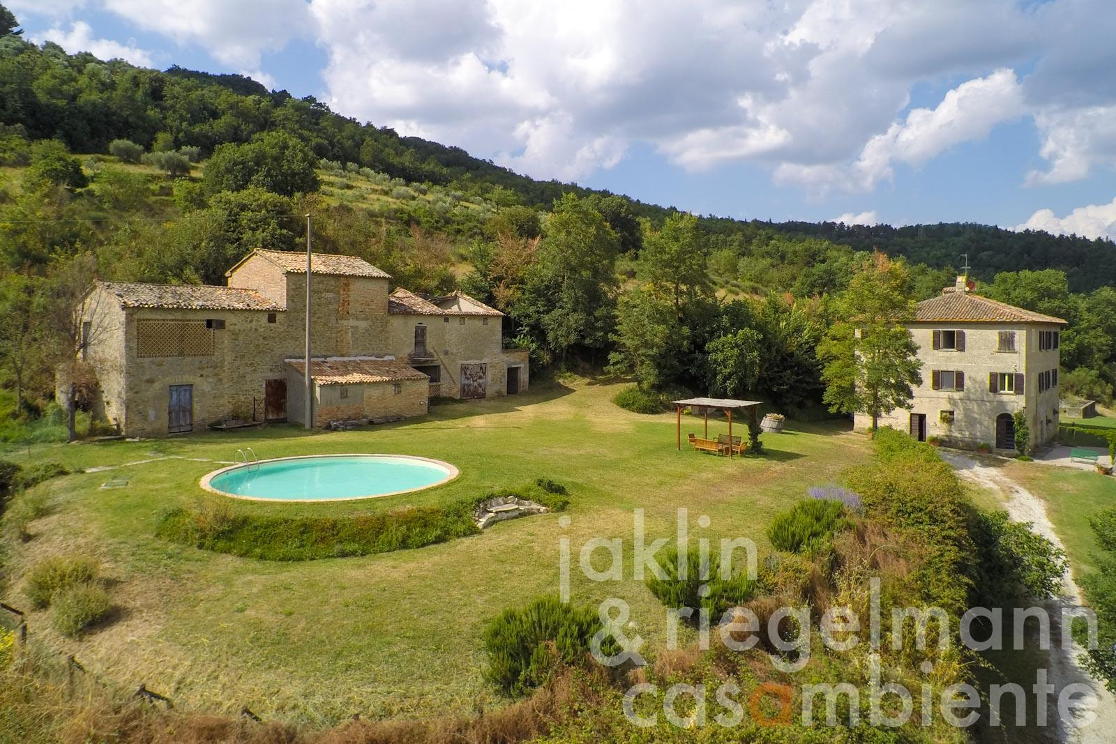 The Umbrian country house for sale in panoramic setting with annexe and pool close to Città di Castello