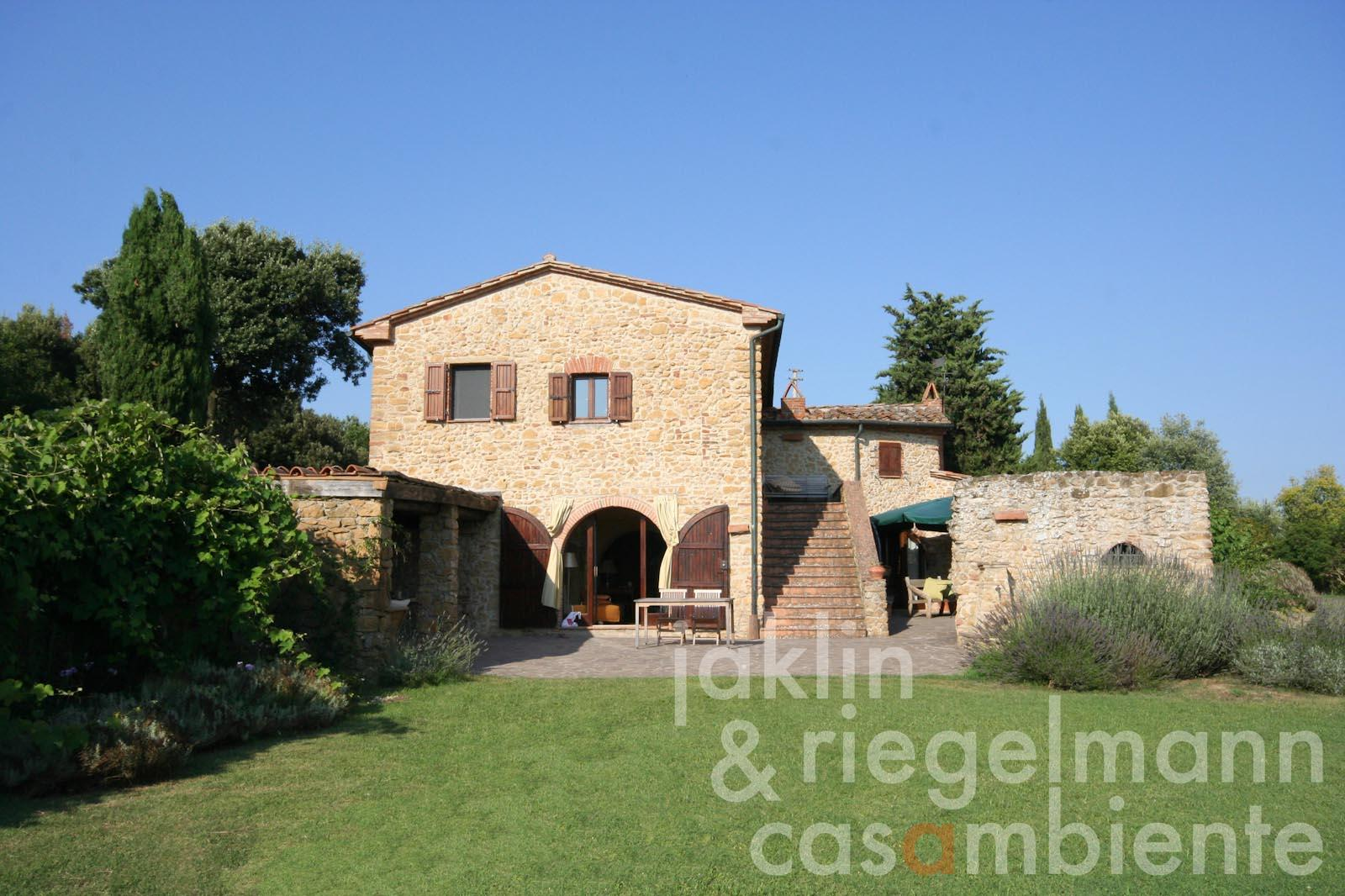 The farmhouse with loggia and courtyard for sale