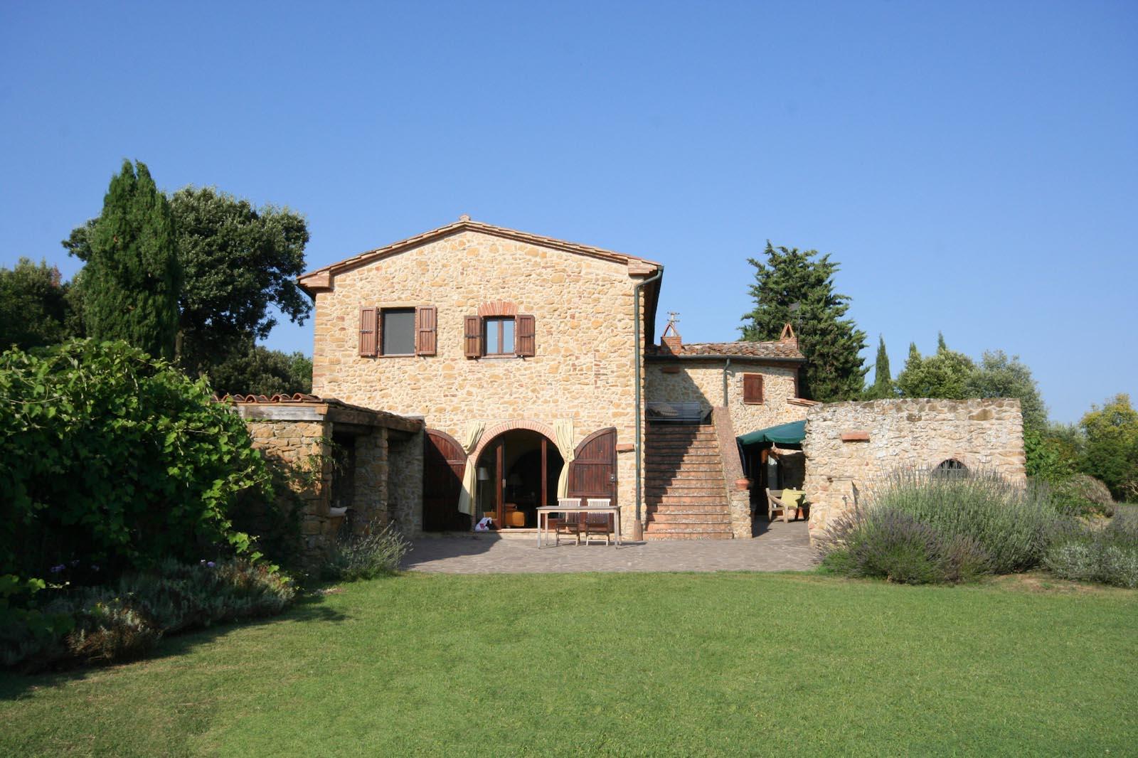 Das Landhaus mit Loggia und Innenhof zu verkaufen