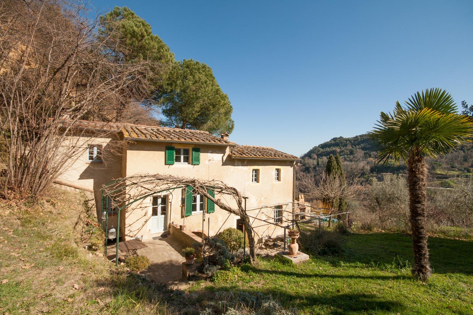 Case di campagna in vendita in italia toscana lombardia for Casa con 6 camere da letto in vendita vicino a me