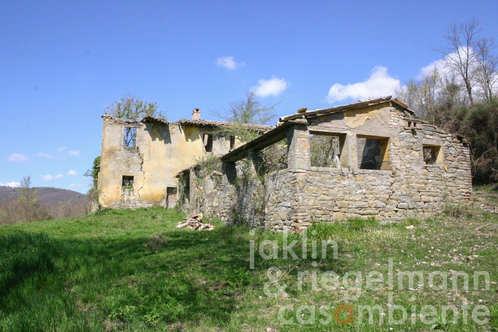 Agricultural property to be restored with ruins and 20 ha of land