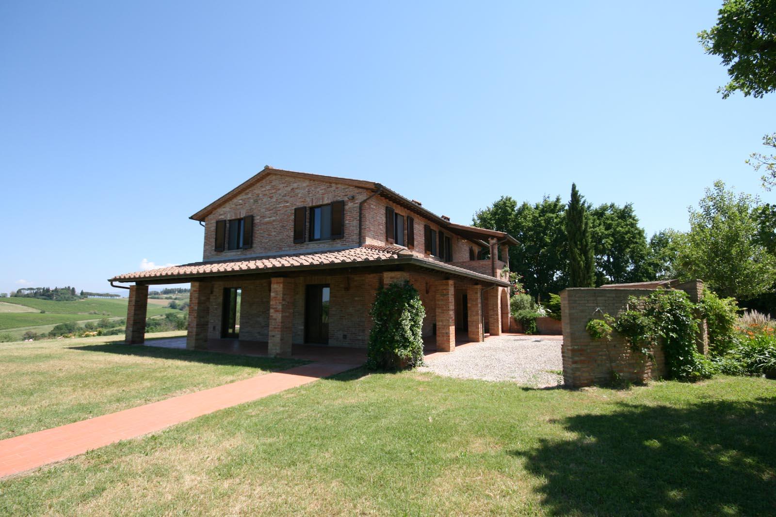 Residenza di campagna in vendita in italia umbria for Piani casa di campagna con avvolgente portico