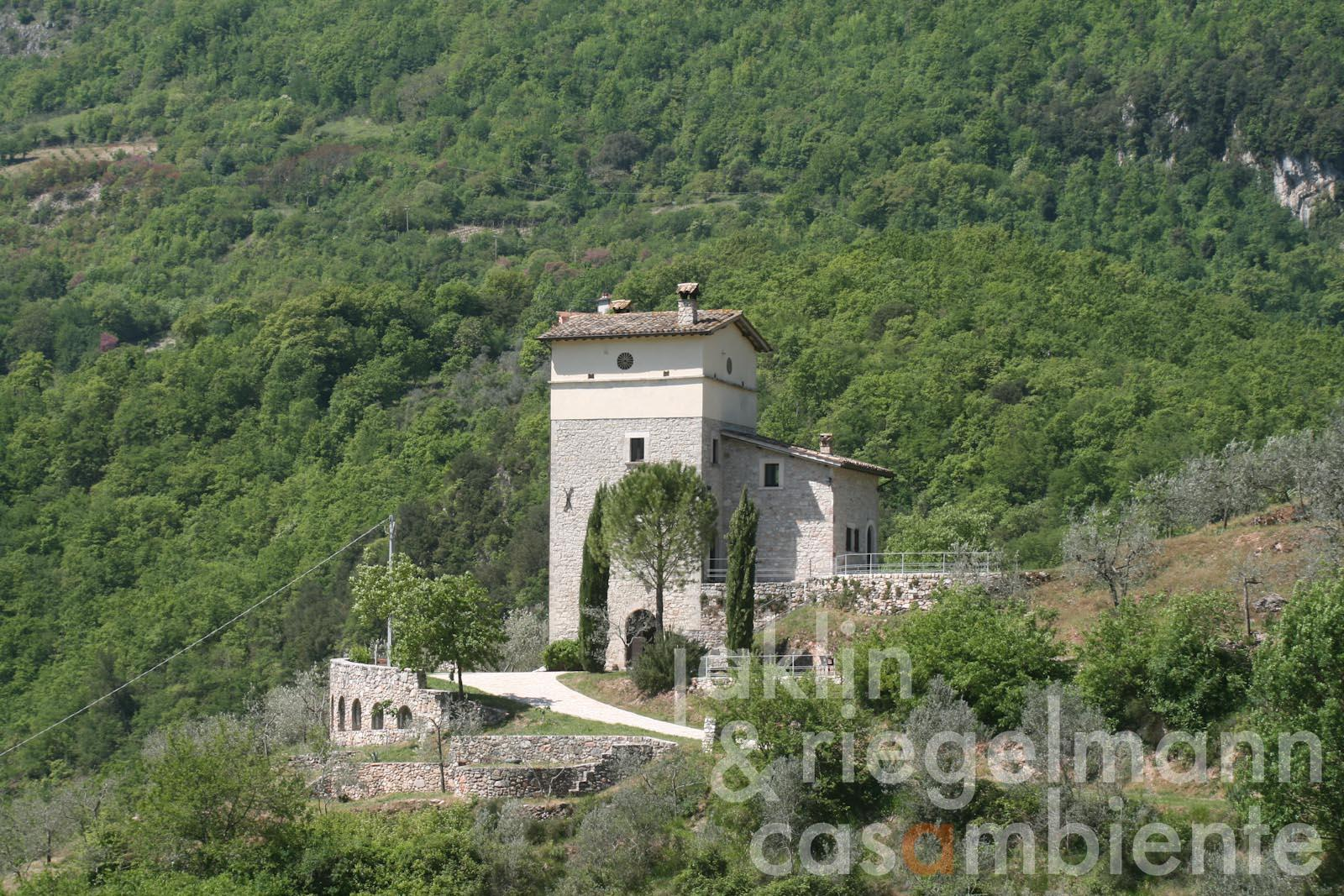 The restored watchtower in Umbria for sale
