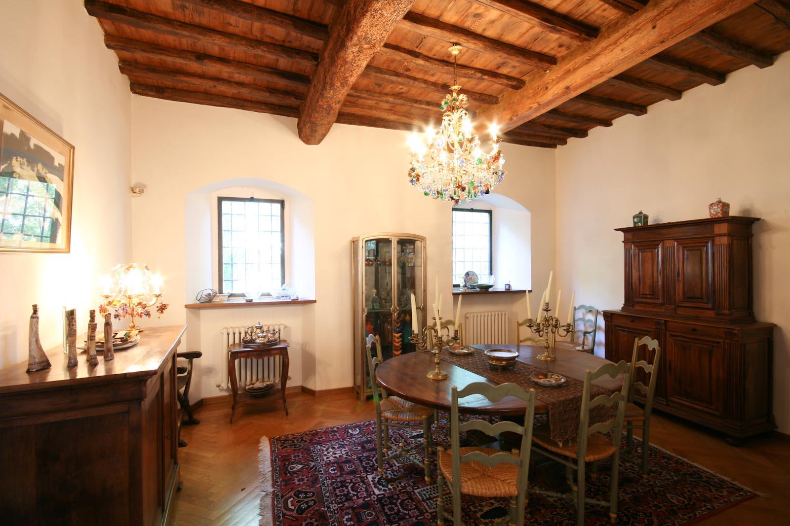 Villa In Vendita In Italia Toscana Firenze Bagno A Ripoli Villa  #AC4F1F 1600 1067 Nella Sala Da Pranzo In Francese