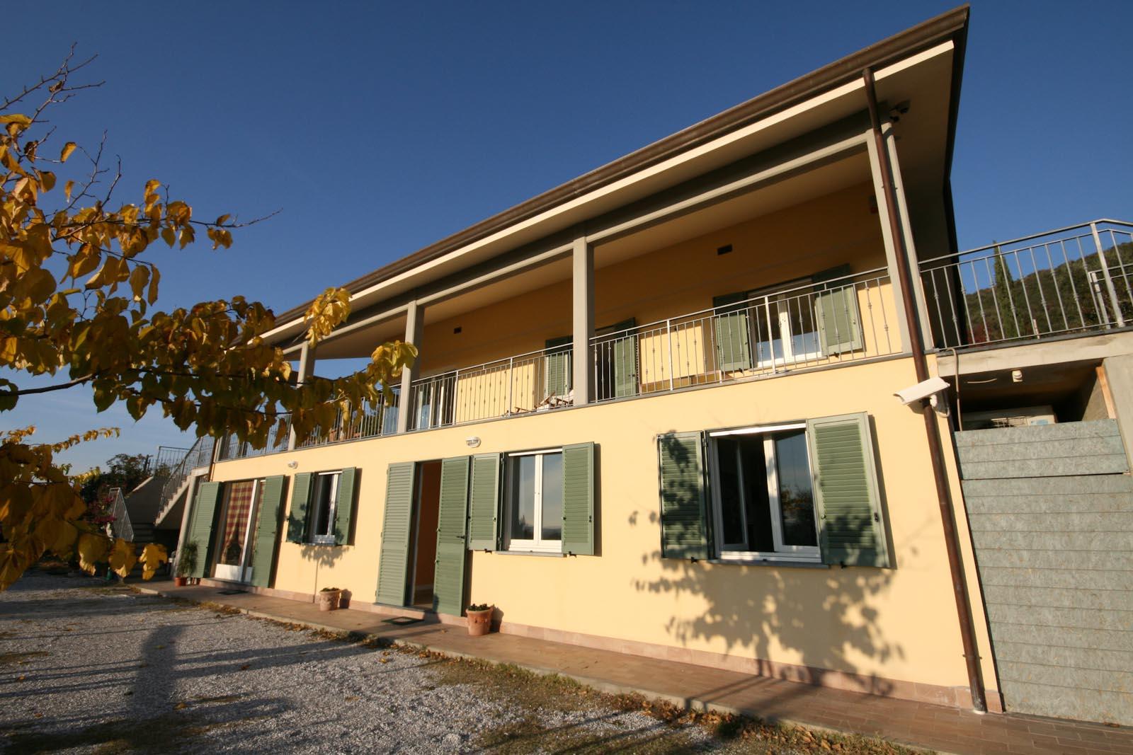 Villa in vendita in italia toscana lucca villa moderna for Il miglior piano casa in vendita
