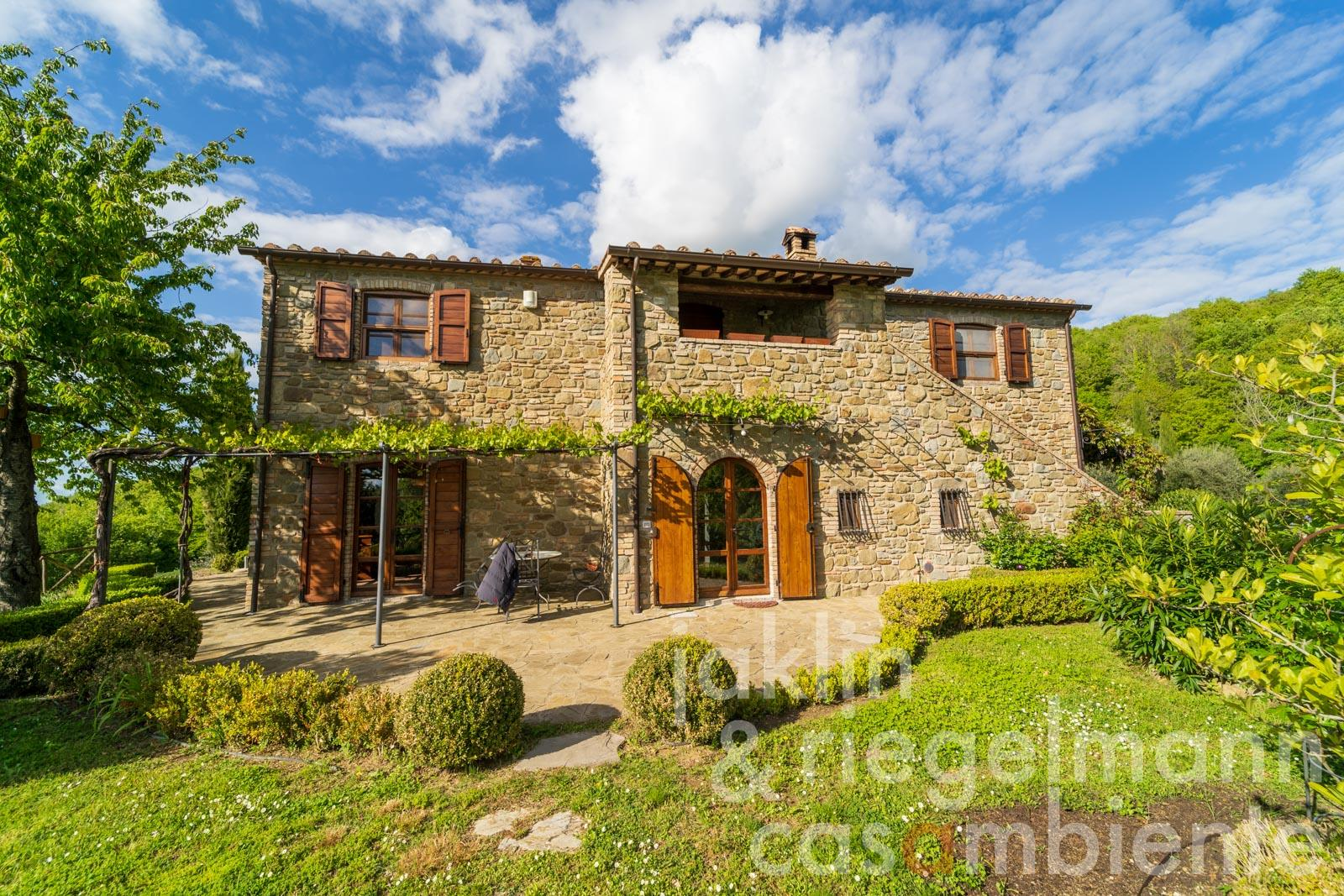 New built country house for sale with garden between Lago Trasimeno and Tiber Valley in Umbria