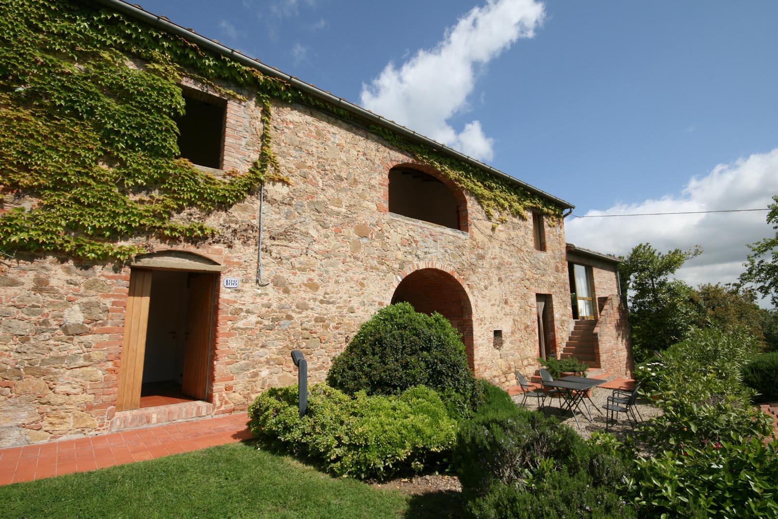 Rustico casale in vendita in italia toscana siena for Case california in vendita con piscina