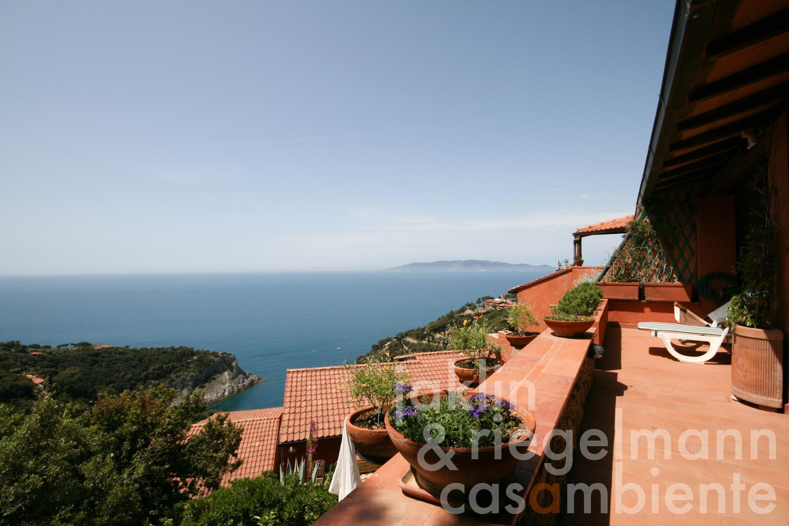 The holiday apartment for sale with large terraces and stunning views onto Giglio Island