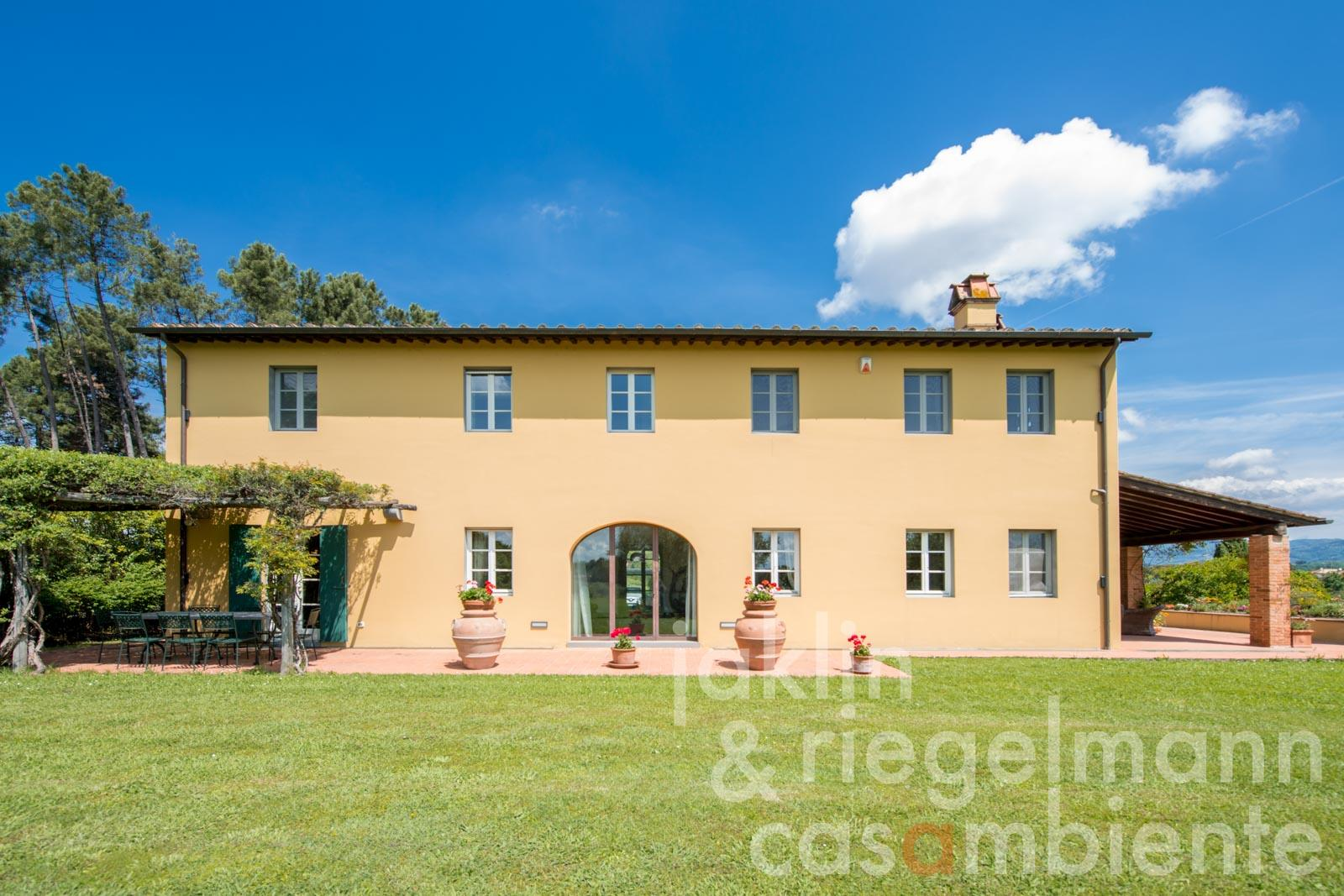 The modern Tuscan country house for sale close to the town Lucca and the coast