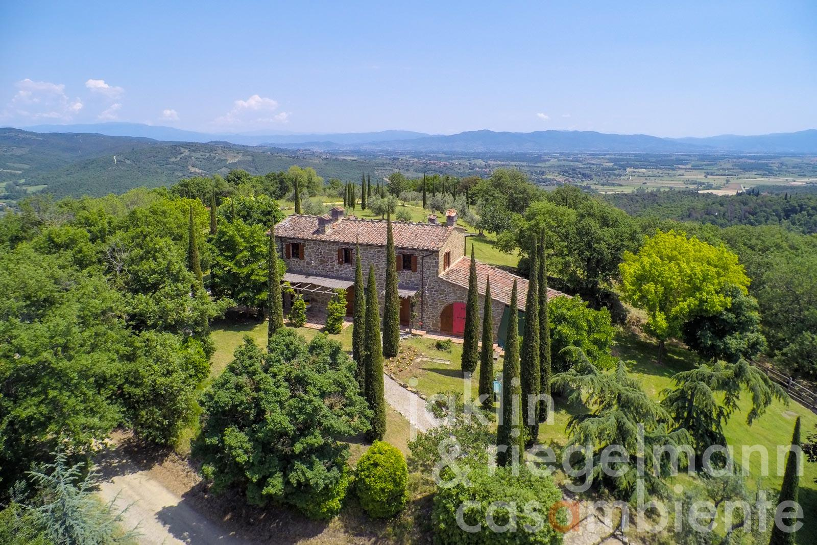 Tuscan country house close to an original Borgo with swimming pool and tennis courts
