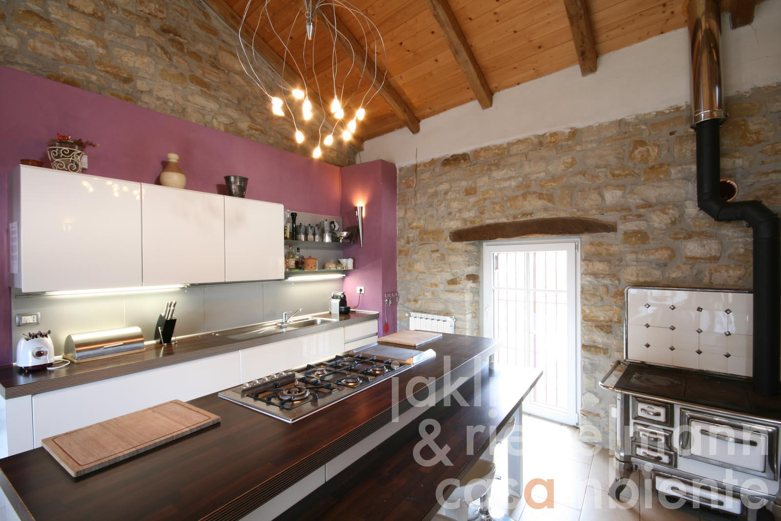 Cielo terra in vendita in italia piemonte asti casale - Cucina abitabile ...