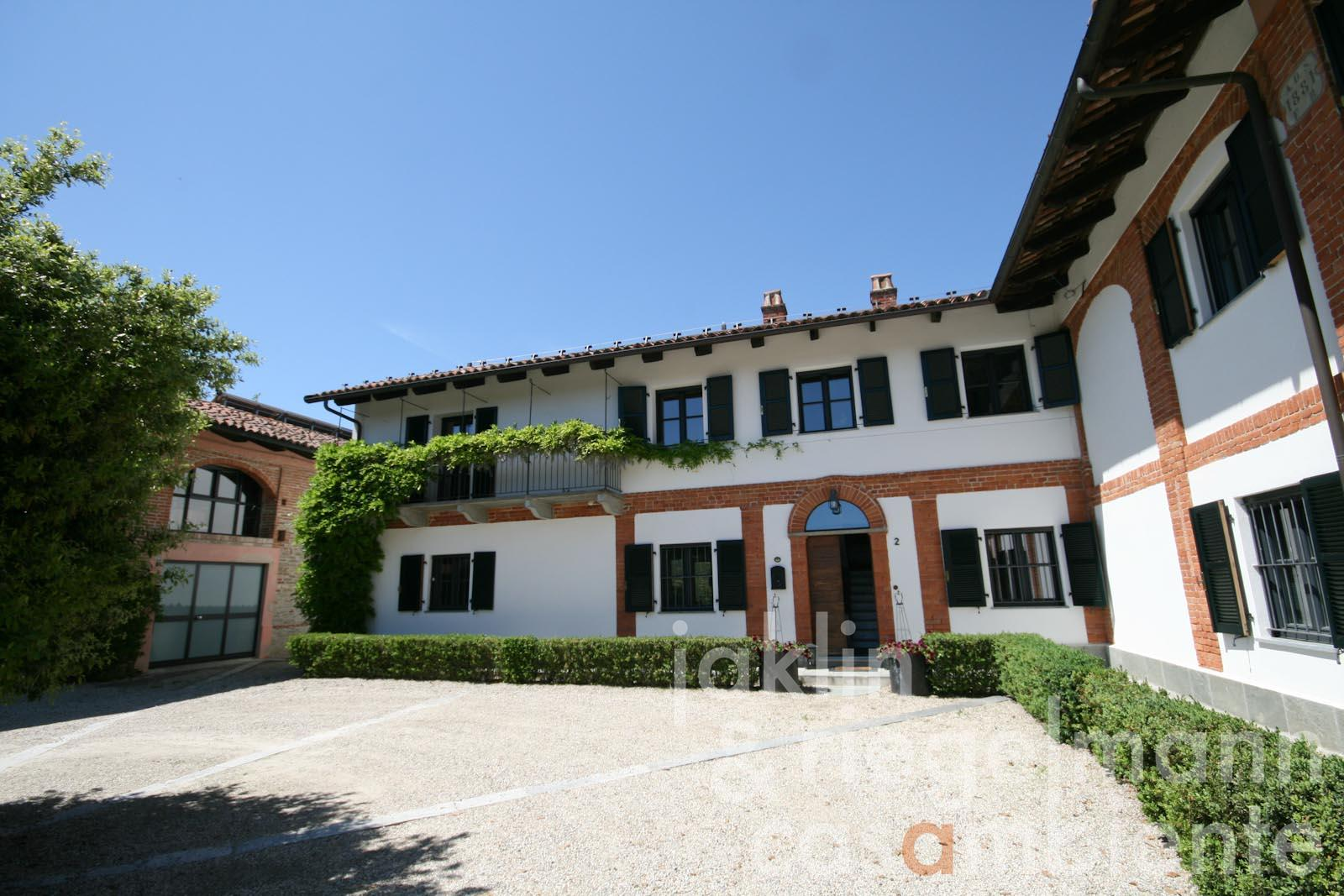 The excellently restored country estate close to Alba and the Barolo region in Piedmont