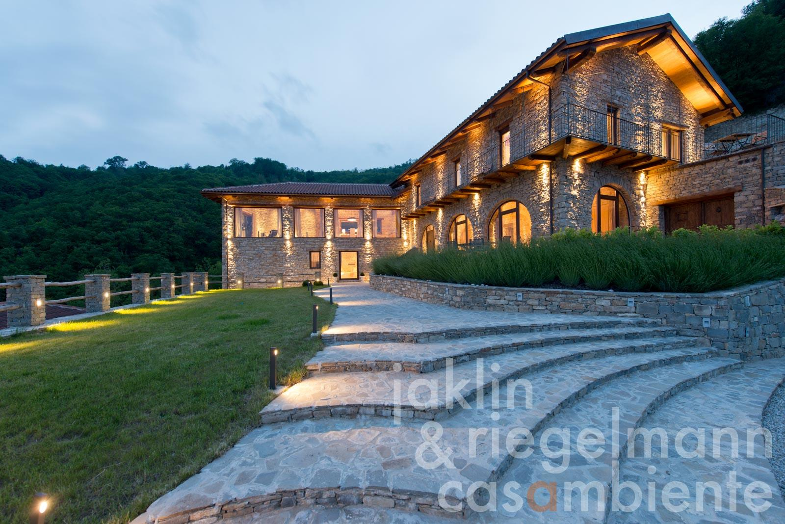 The dreamlike country house for sale with sauna and pool in impressive panoramic setting in Piedmont