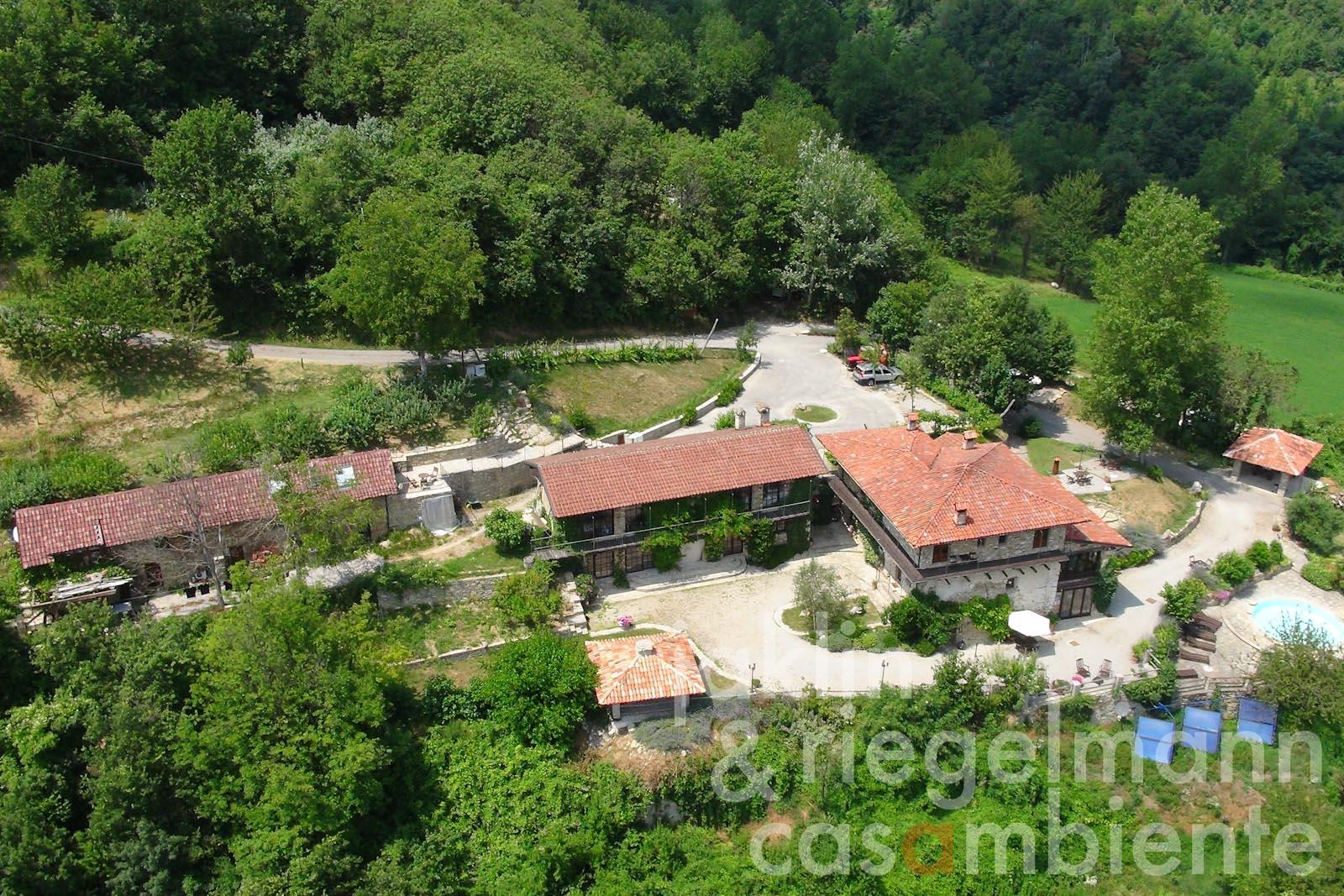 The Country Estate for sale with panoramic views onto the Piedmontese countryside close to Cuneo