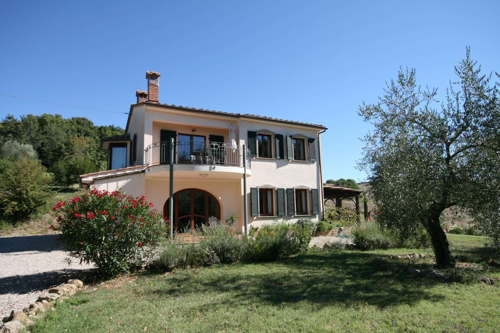 Villa in vendita in italia toscana pisa volterra villa - Giardini case moderne ...