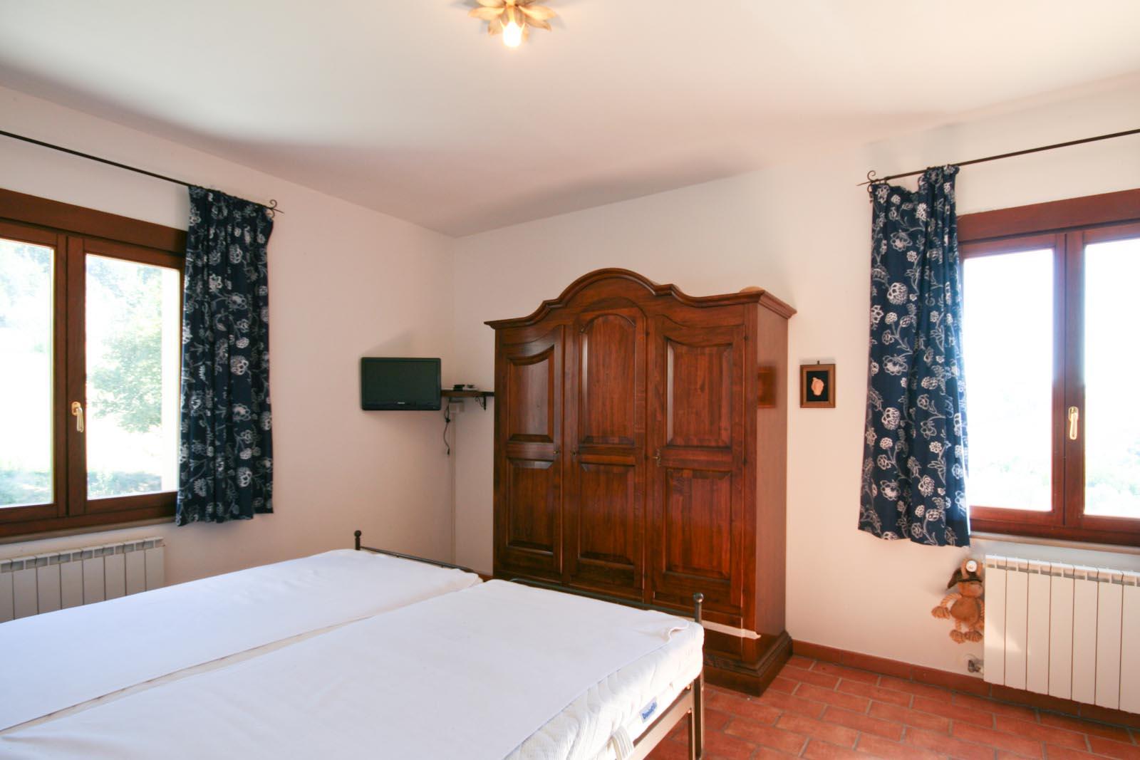 Villa in vendita in italia toscana pisa volterra villa for Camera da letto principale al piano di sotto