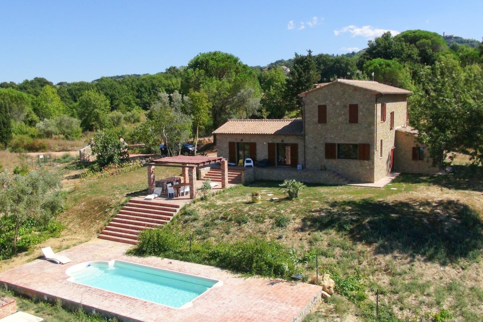 Landhaus mit Treppe zum Pool 15 km vom Meer