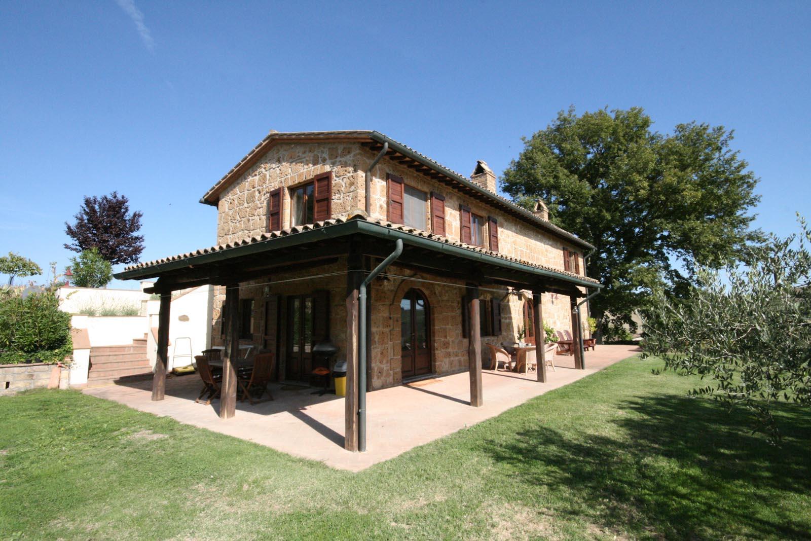 Residenza di campagna in vendita in italia lazio viterbo for Piccole planimetrie delle case di campagna