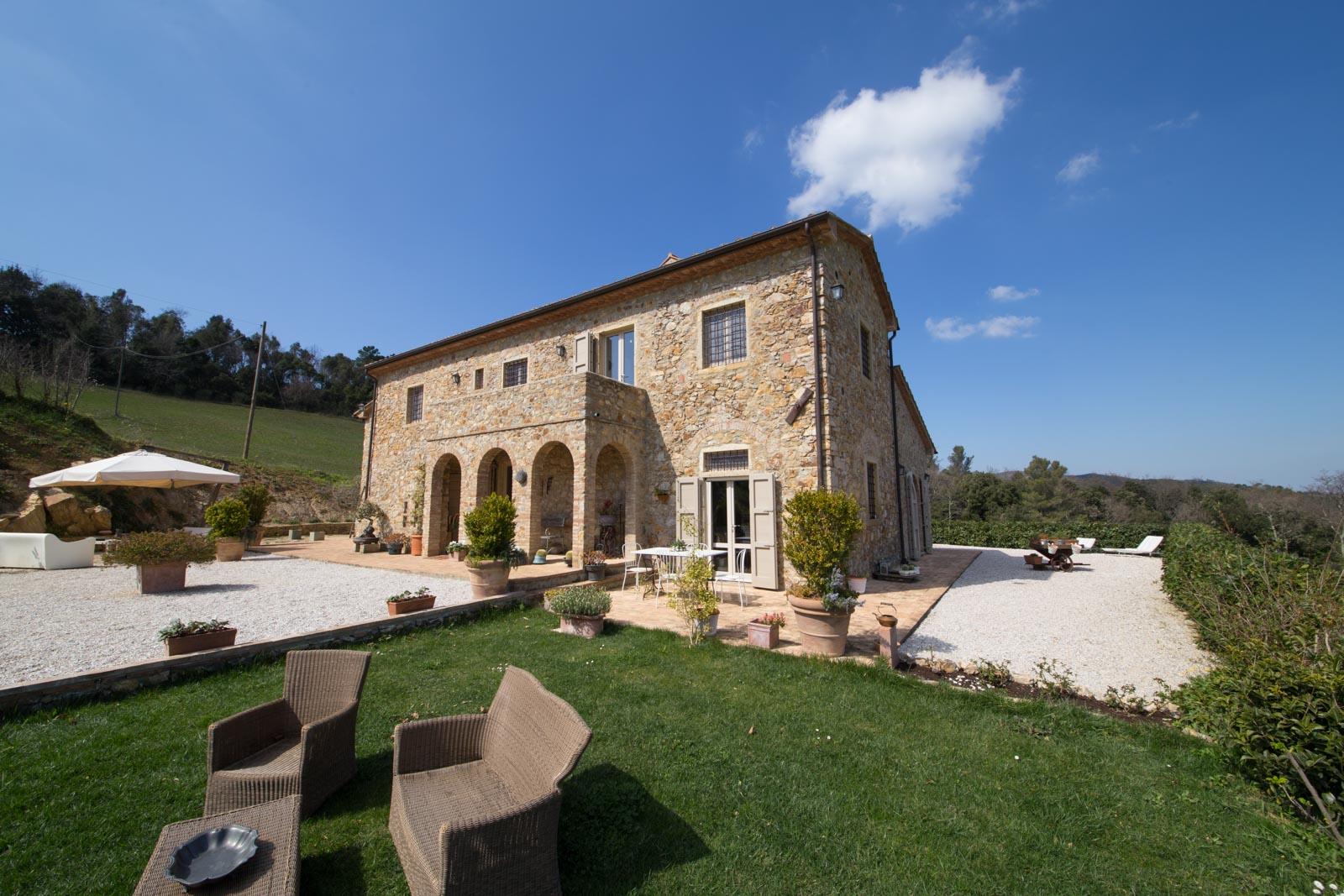 Landsitz kaufen verkaufen in italien toskana livorno for Due case di mattoni storia