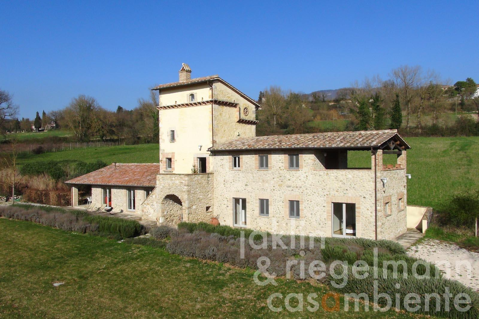 The historic tower for sale next to Via Flaminia in Umbria with pool and tennis court