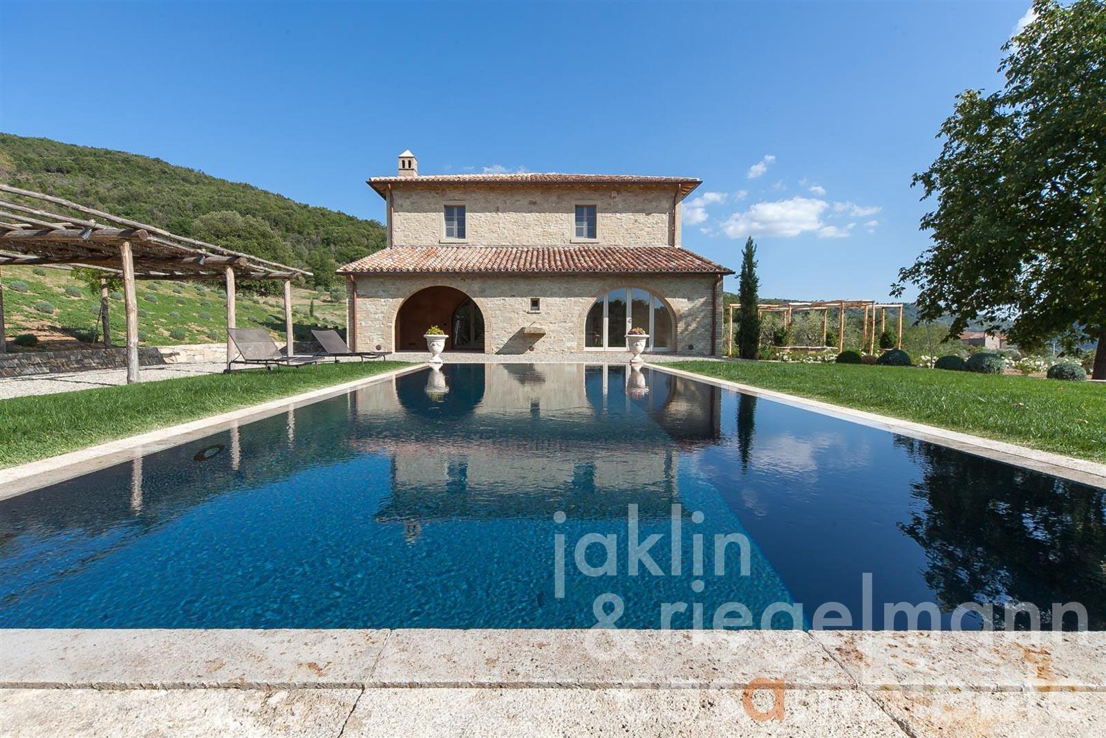 The premium country estate for sale with pool in panoramic setting close to Lago Trasimeno in Umbria