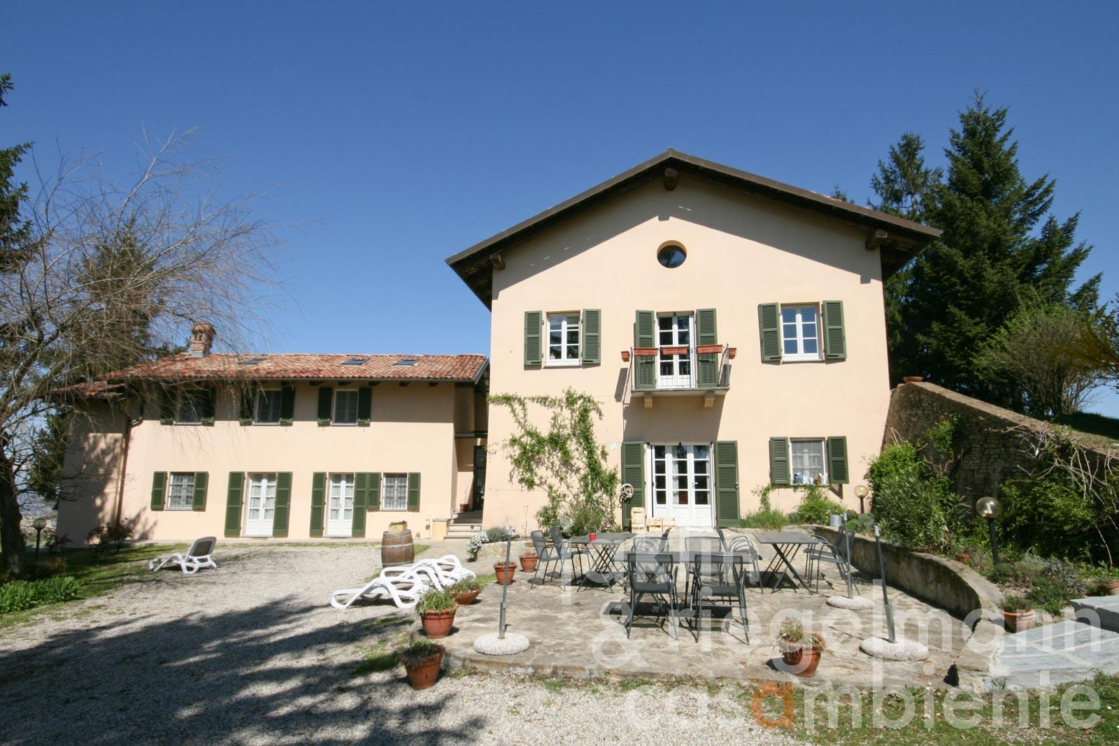 The well-kept Bed & Breakfast in Piedmont for sale in the Langhe region with 360° views as far as the Maritime Alps