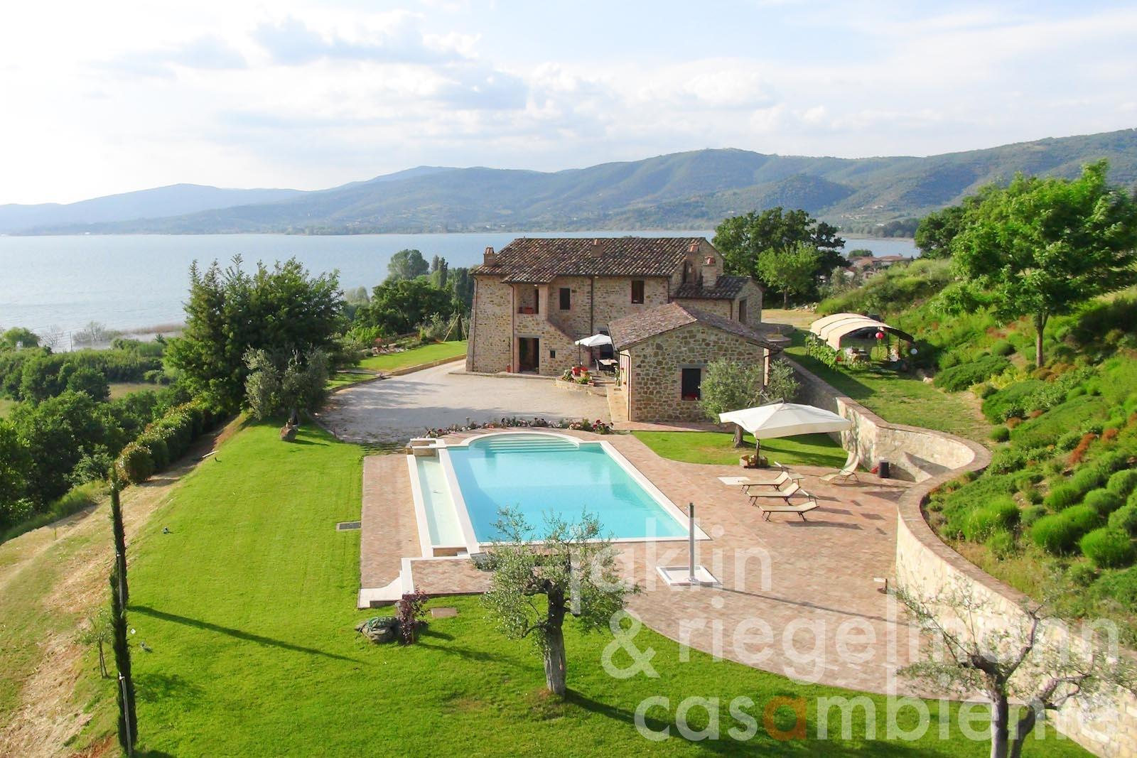 The prestigious country house for sale with annexe and fantastic panoramic views across Lago Trasimeno in Umbria