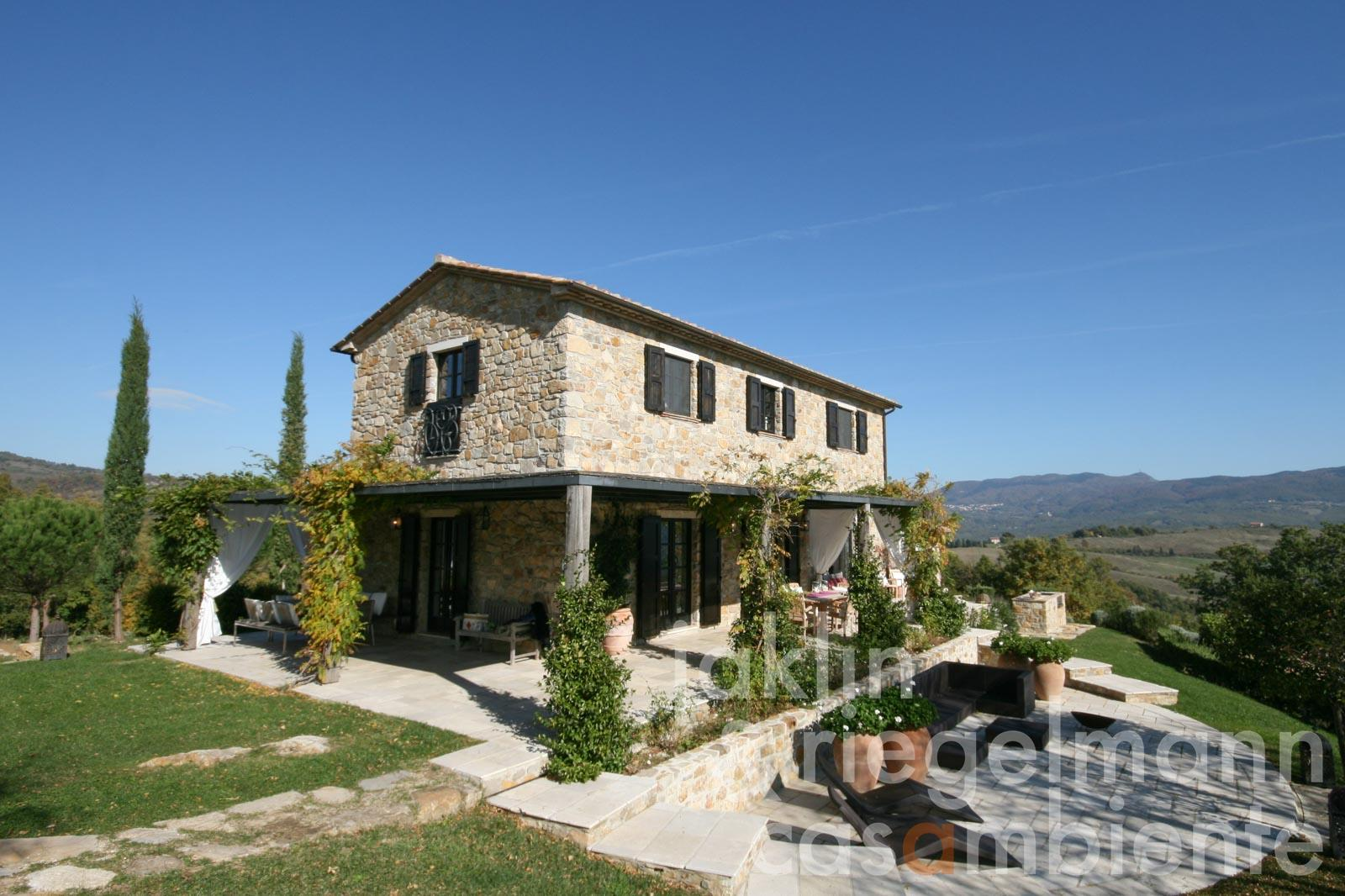 The modern Tuscan country estate for sale in the Maremma region with two houses, swimming pool and olive grove