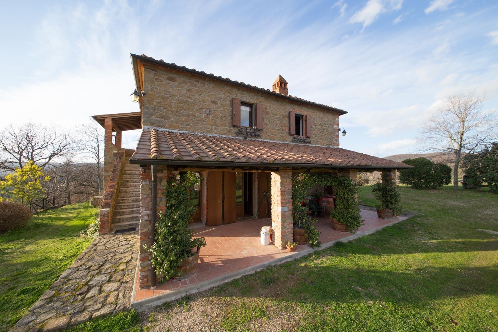Landhaus kaufen verkaufen in italien toskana arezzo for Piani di stoccaggio con portico