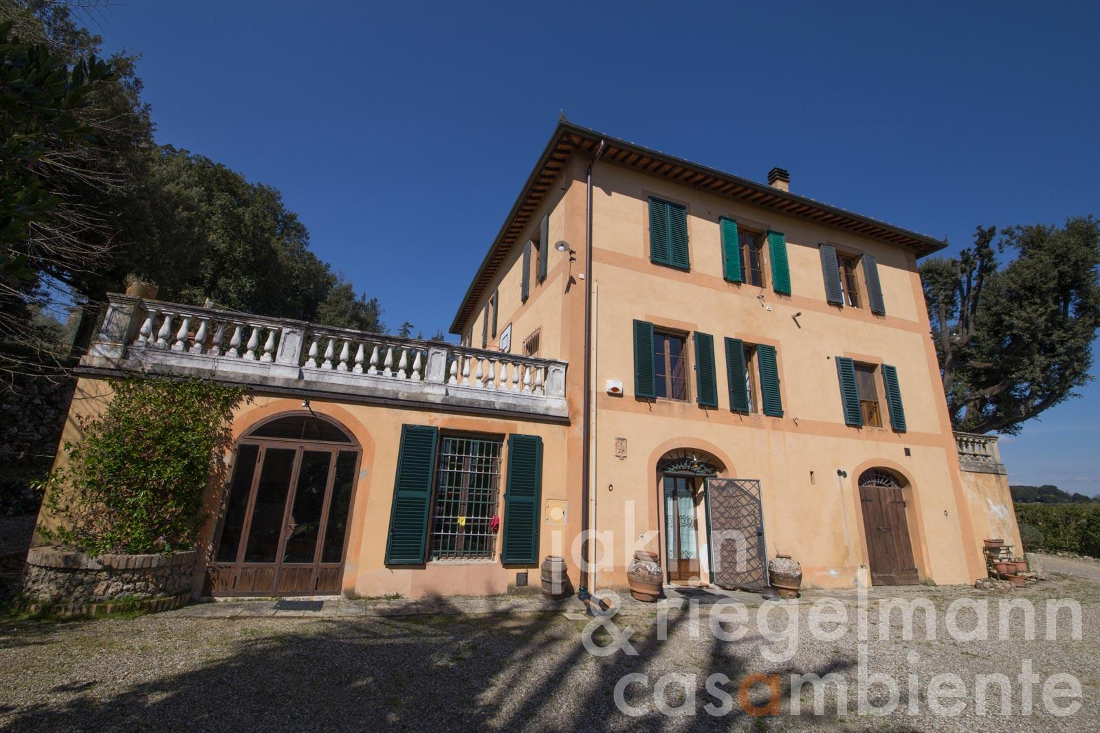 The Villa Liberty for sale with park, olive grove and view onto Siena