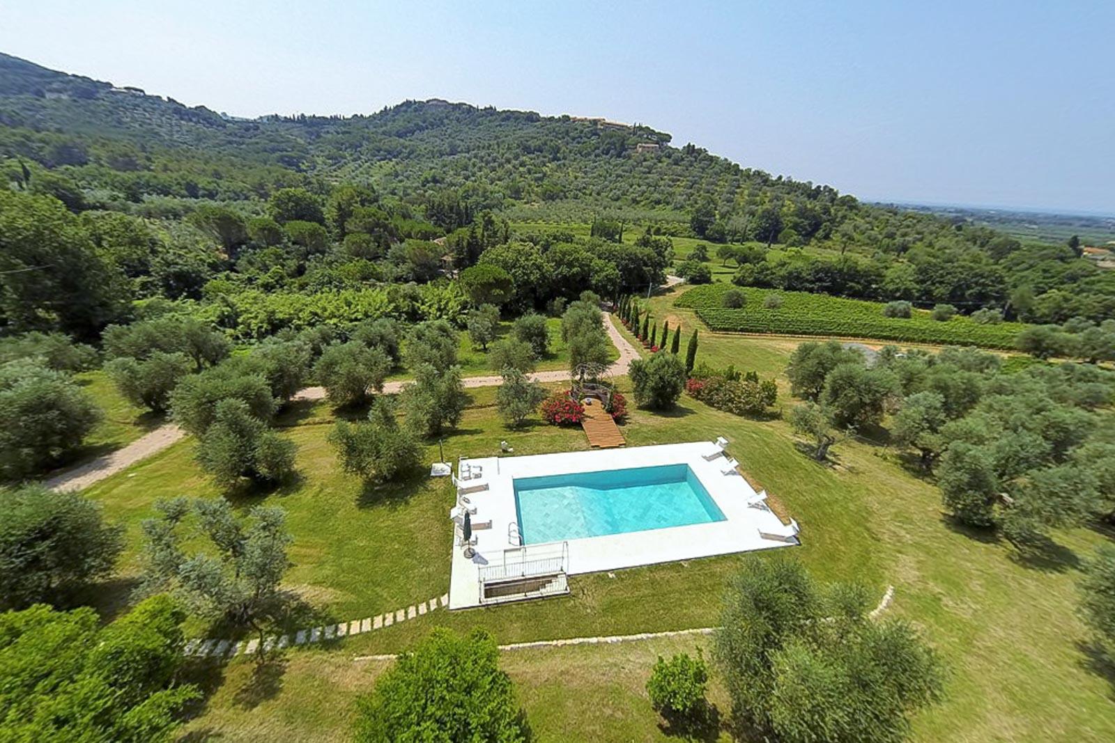 Casale Toscano con vista mare, piscina e uliveto vicino a Castagneto Carducci