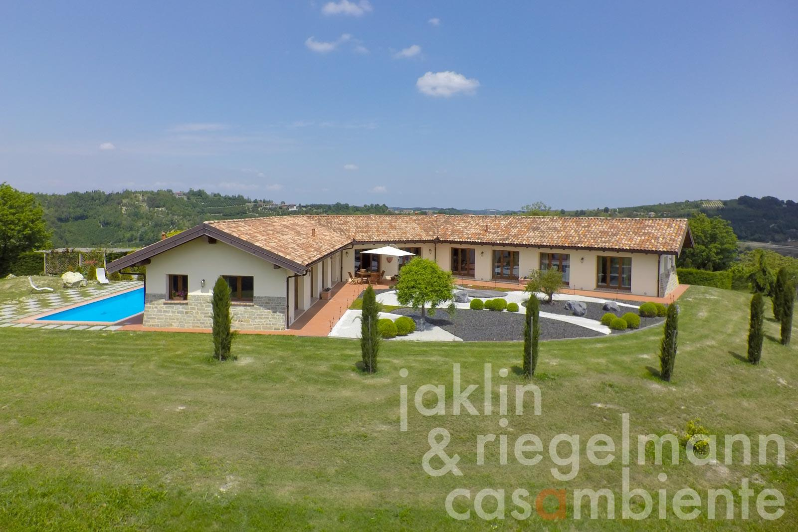 The modern villa for sale with swimming pool and bonsai garden in dream location close to the Barolo zone