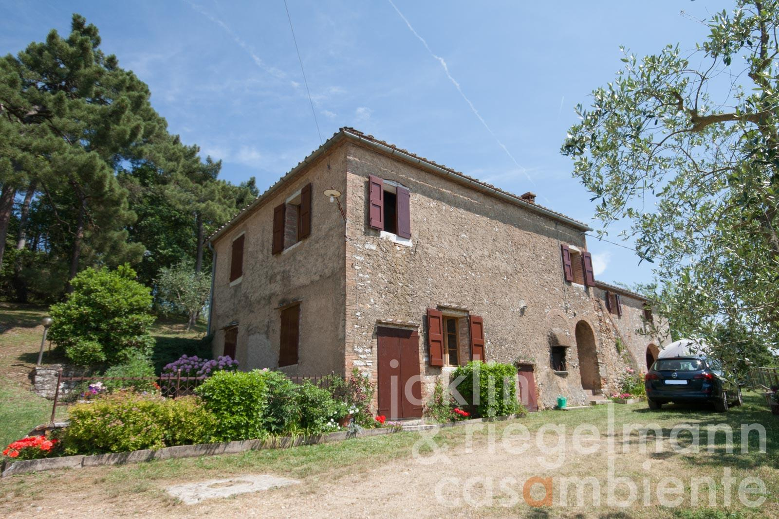 The country house for sale with fantastic panoramic views to Siena and Montalcino 30 km from Siena