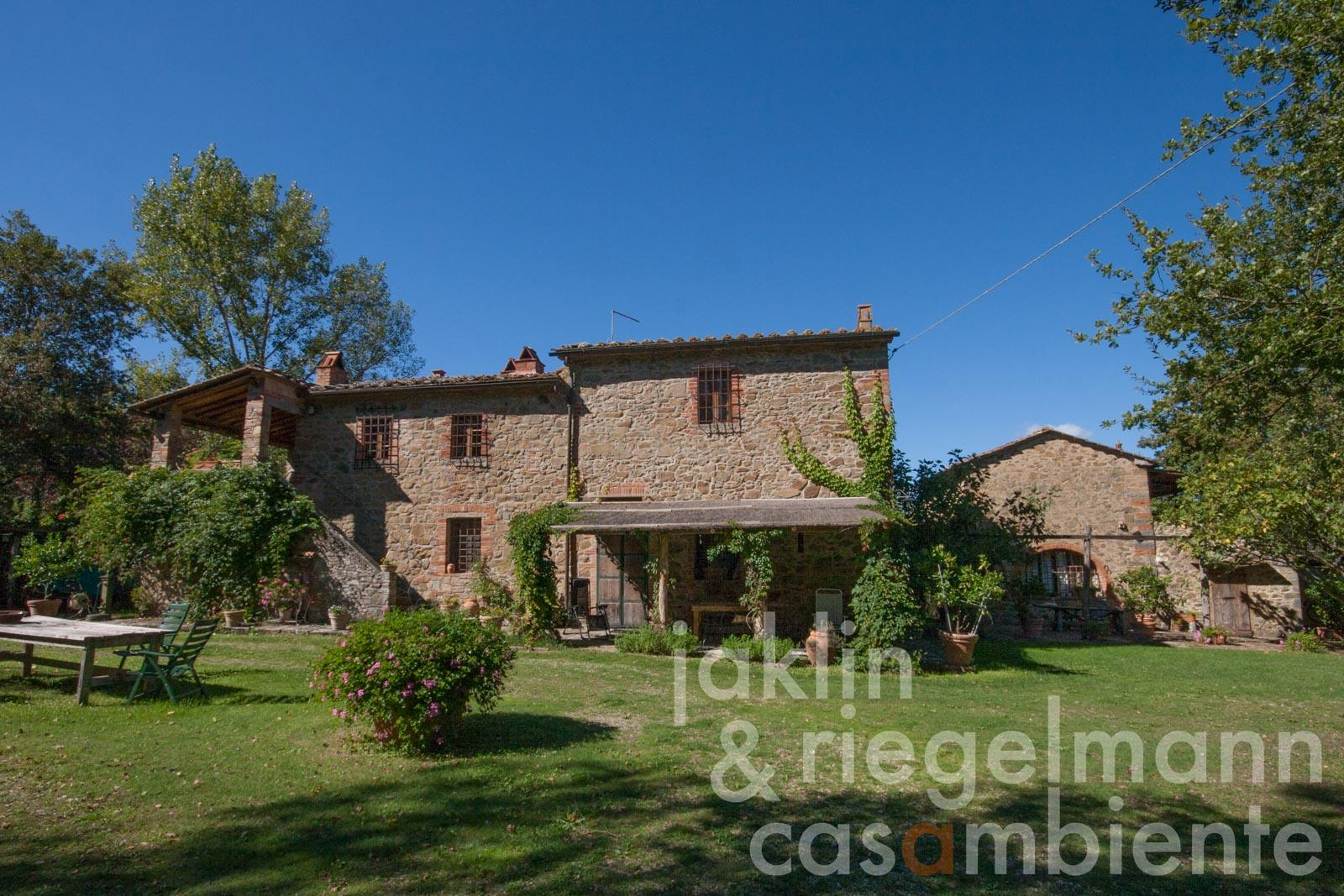 The restored Tuscan country house for sale close to Siena with annexe, pool and the possibility to keep horses