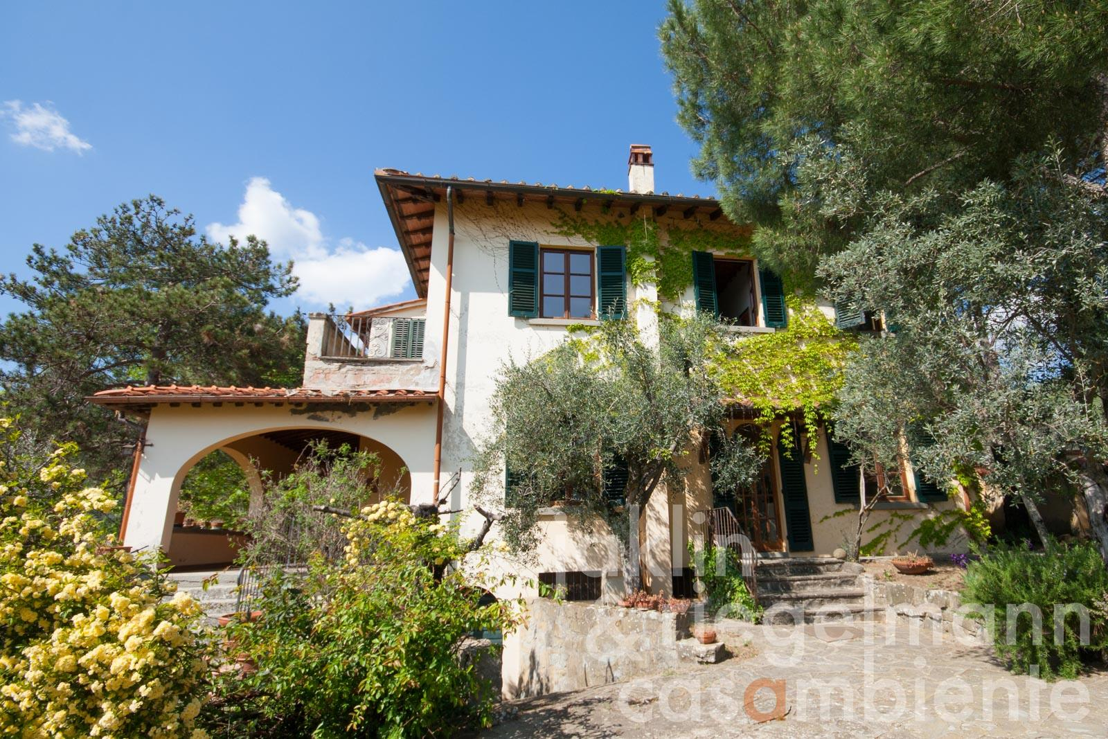 Classic Tuscan villa with painter's studio in Valdarno in Tuscany