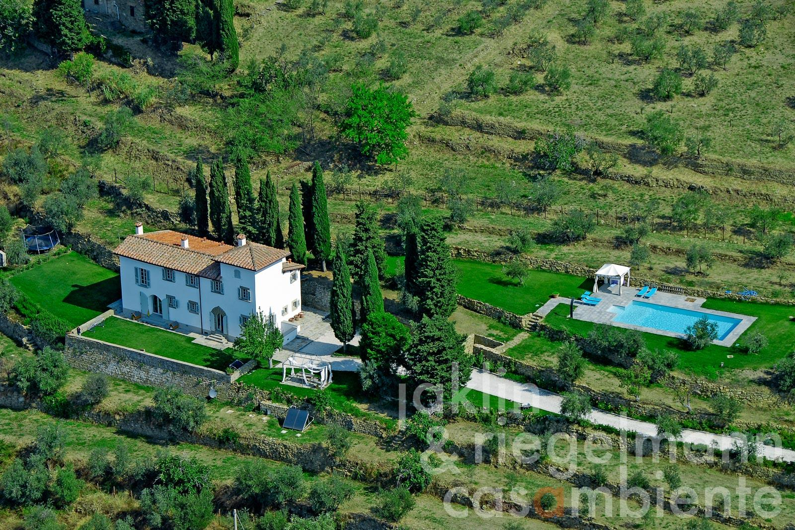 The noble Tuscan villa for sale with swimming pool and olive grove in panoramic setting close to Florence