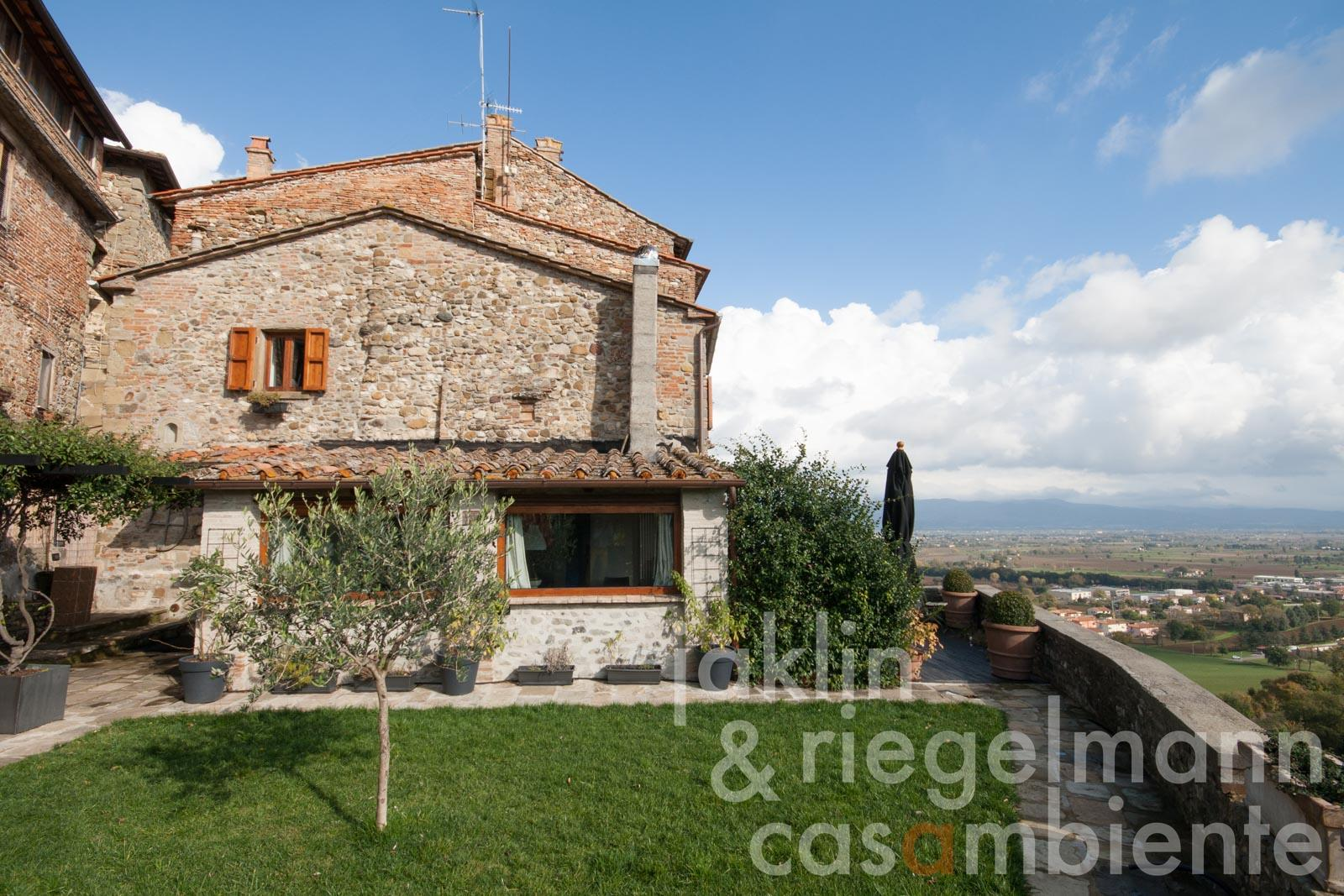The restored house for sale in Anghiari with garden on the town walls and panoramic view across the Tiber Valley
