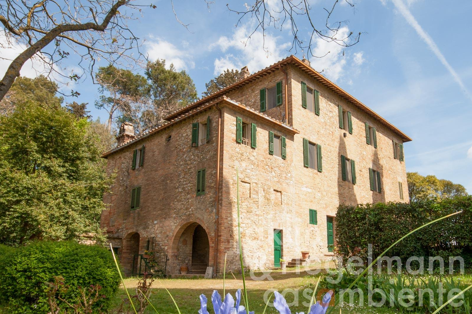 Typical Umbrian manor house with attached annex 9 km south of Perugia