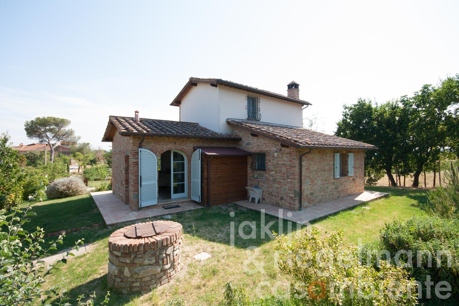 Country house for sale in italy tuscany arezzo monte for Italian country homes