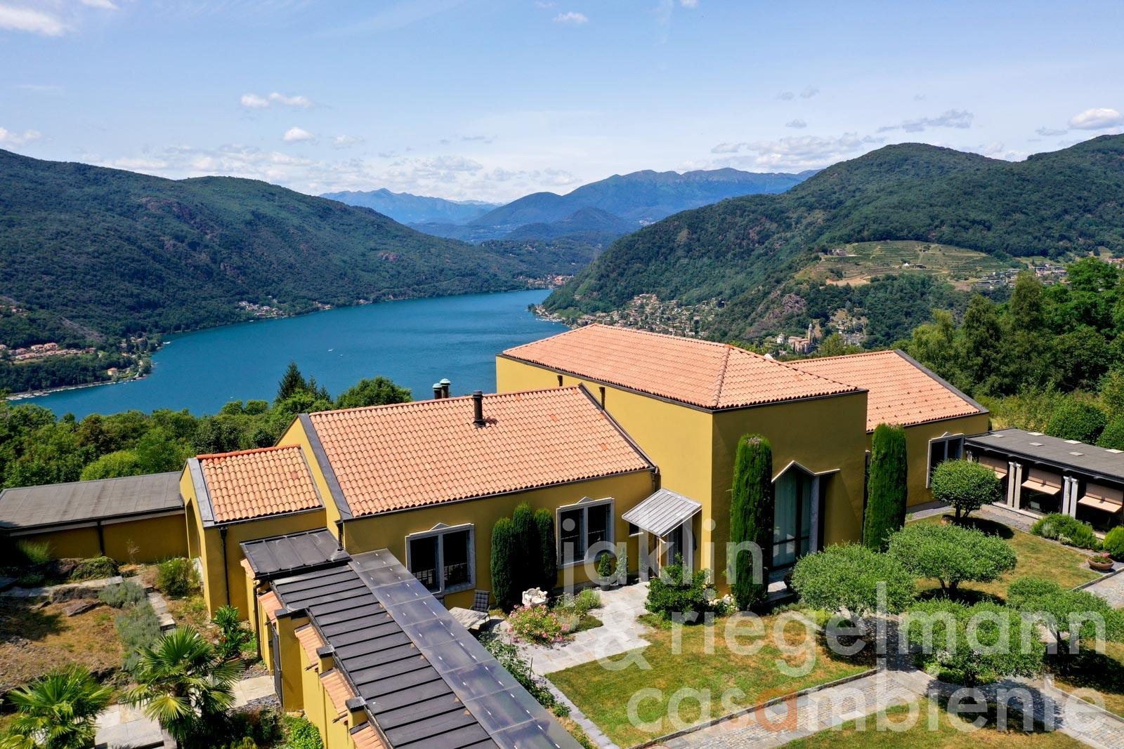 The extraordinary villa for sale with panoramic views of Lago di Lugano, well-kept garden and swimming pool