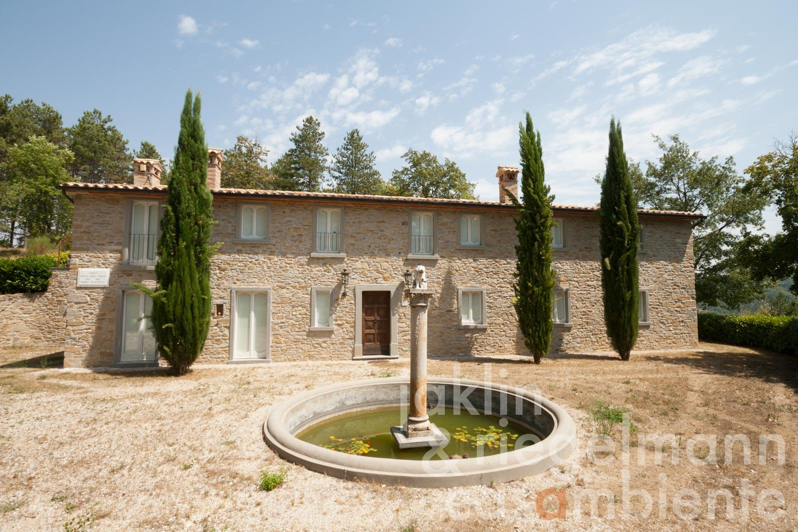 Prestigious villa equipped with noble materials and pool in a hillside location near the medieval village of Montone