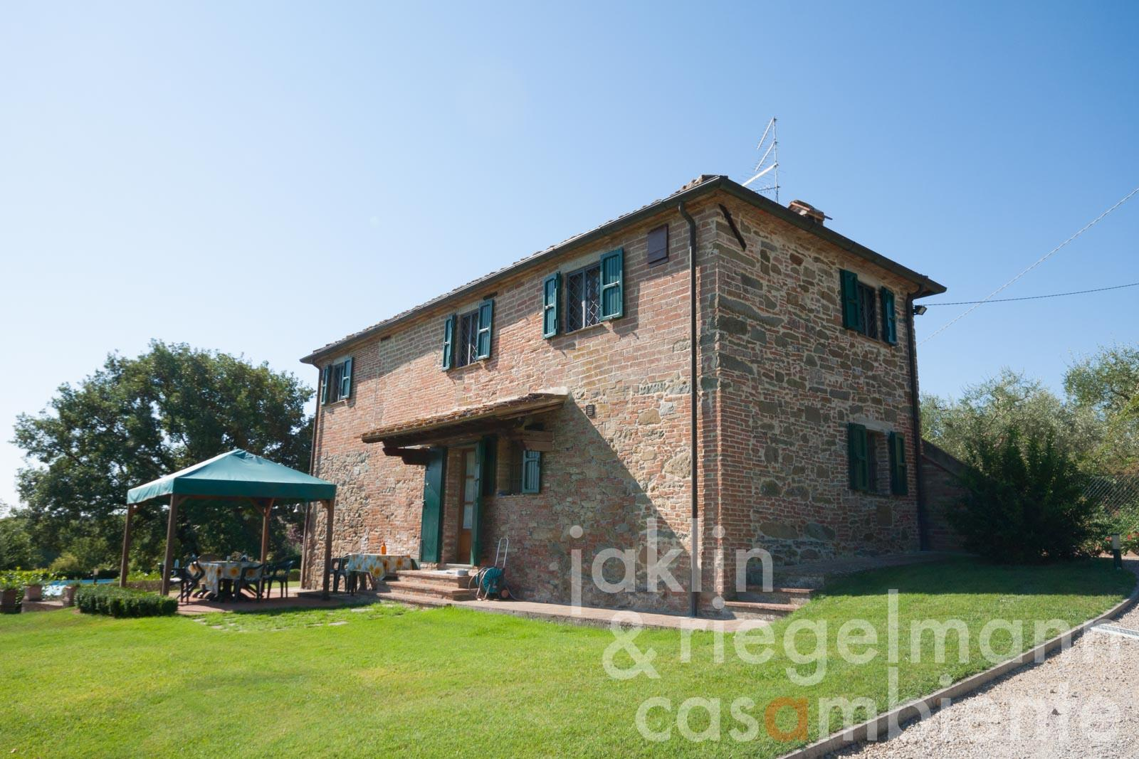 Tuscan stone-built house with well-kept garden in classic Tuscan setting
