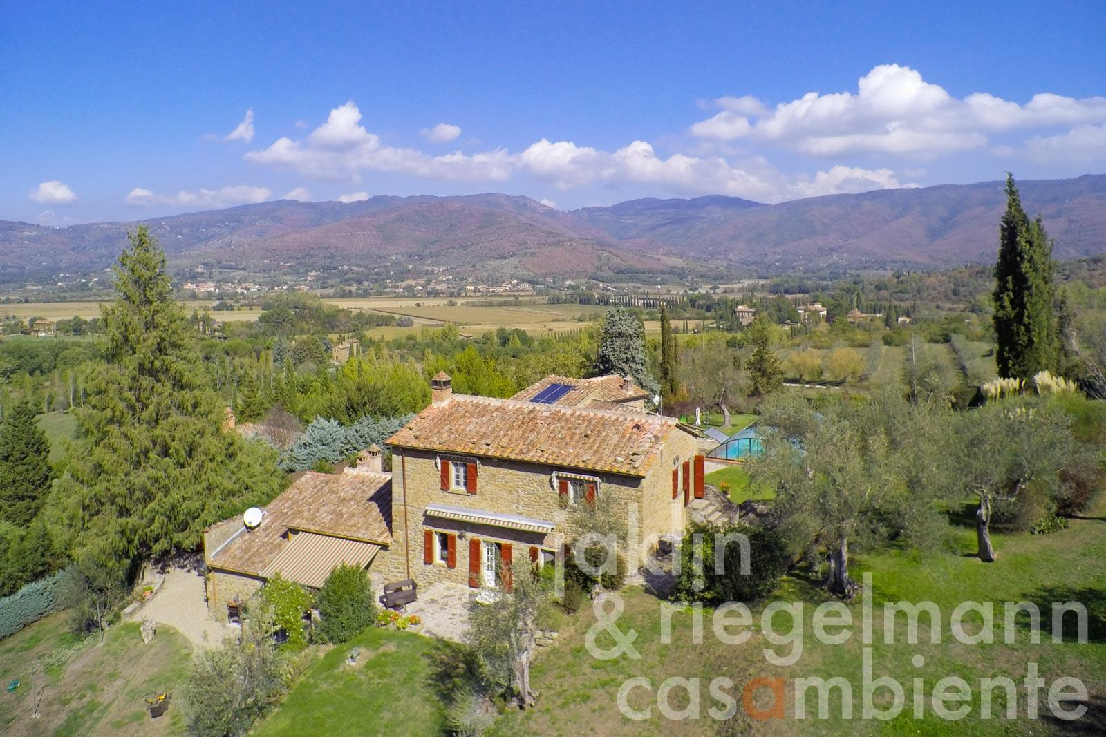 Delightful property with pool on the edge of the Tuscan-Umbrian border near Cortona