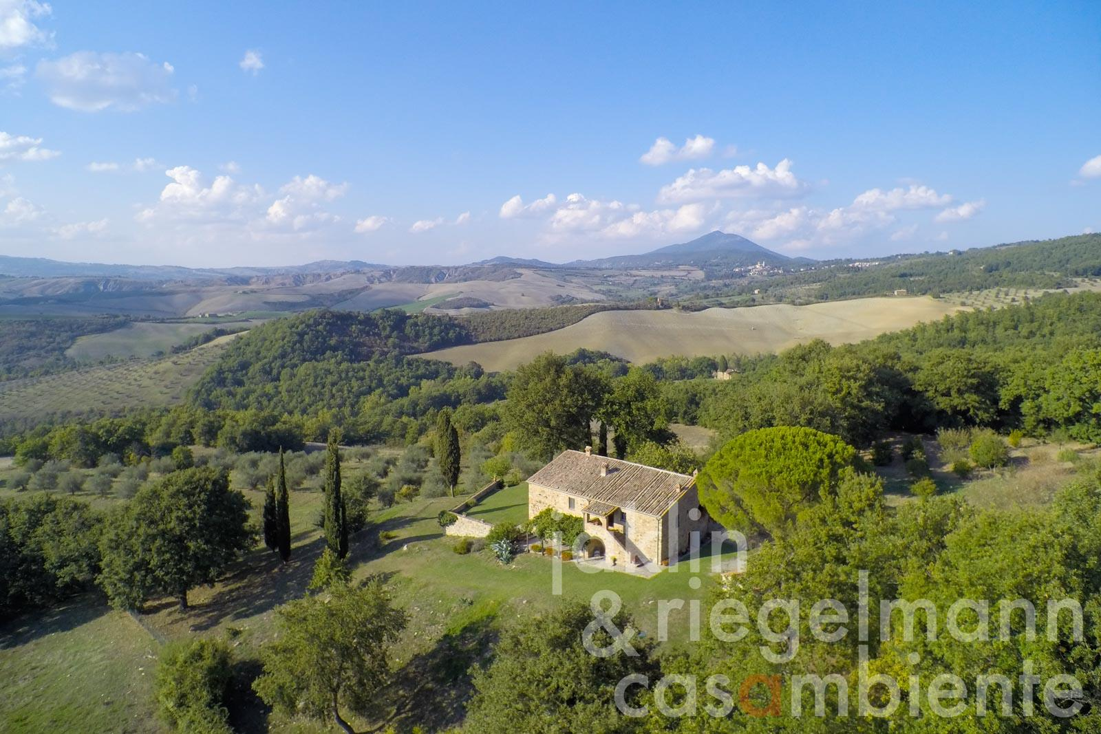 Exclusive natural stone house with 25 ha of land in panoramic position close to San Casciano dei Bagni