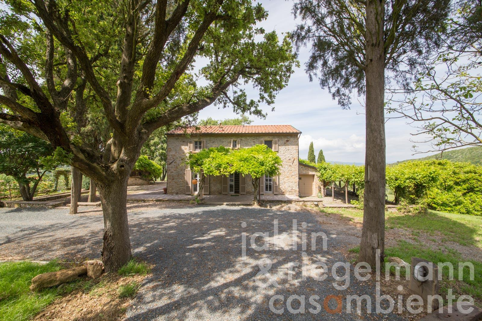 Modernly restored stone-built house for sale in quiet panoramic position in Tuscany near the Tyrrhenian Sea