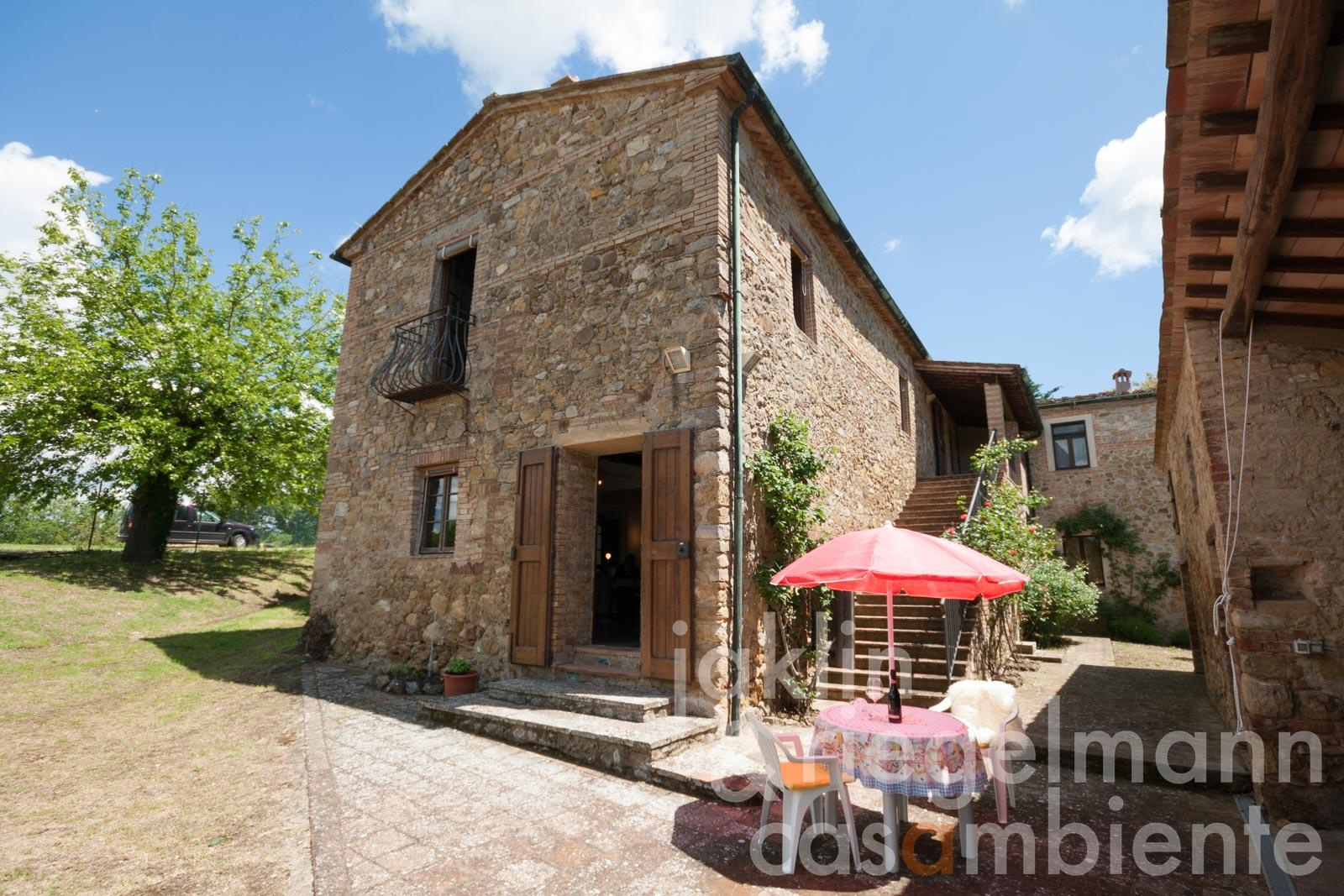 Beautiful part of a former farm in peaceful location between Siena and the Tyrrhenian Sea