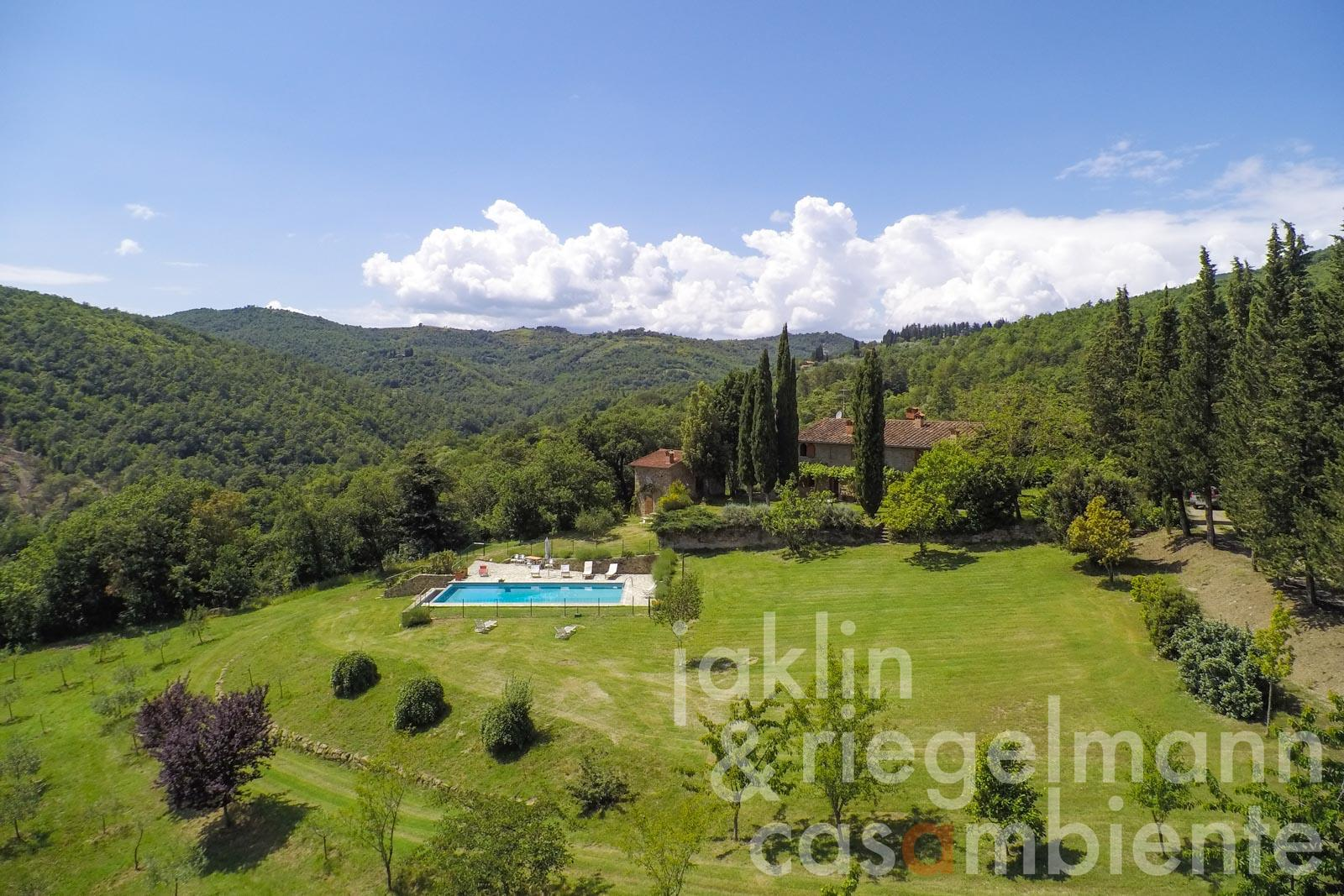 The delightful Tuscan country estate for sale with infinity edge swimming pool and well-kept garden
