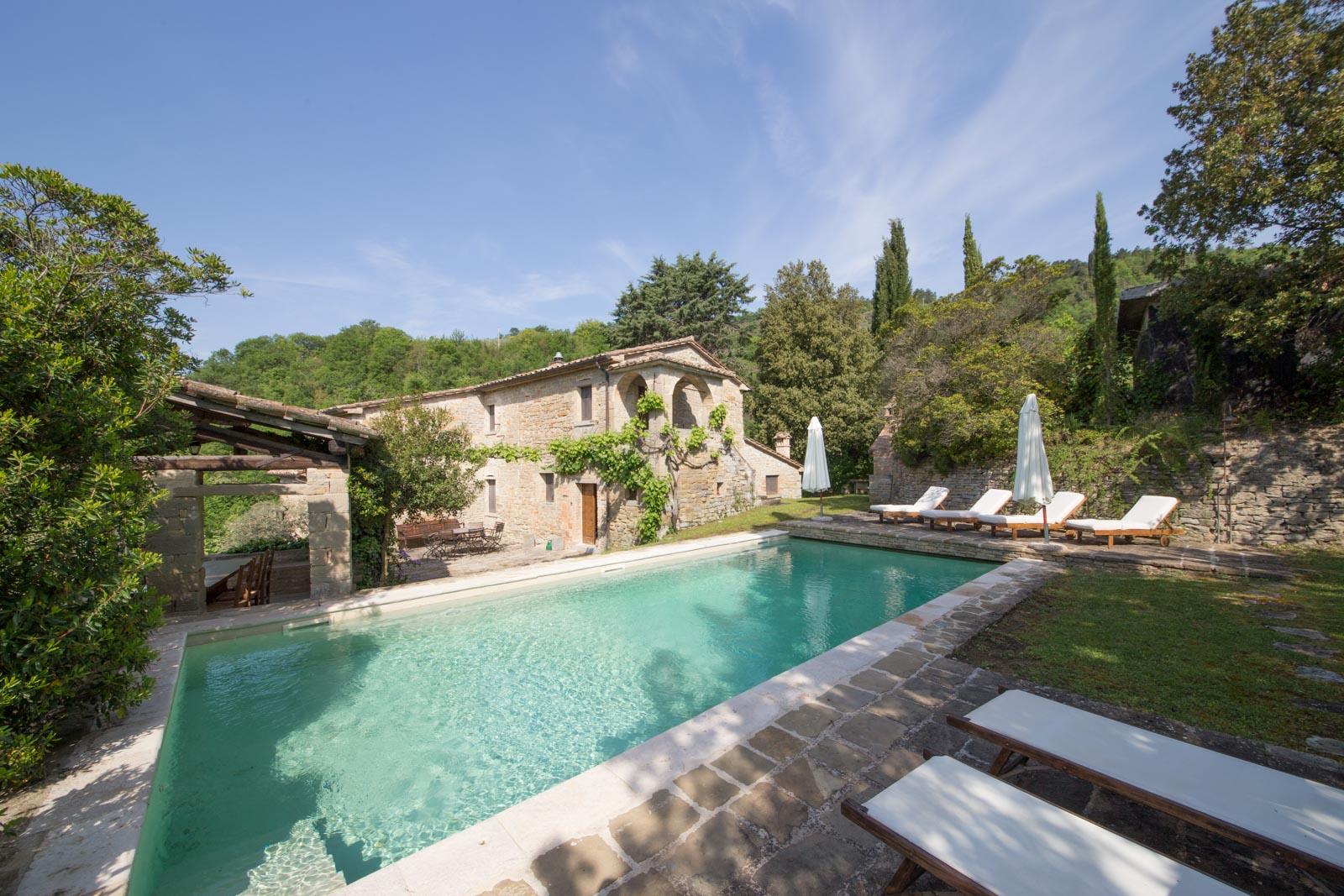 Schönes Bauernhaus aus Naturstein mit Pool in Panoramalage in der Nähe von Montone in Umbrien